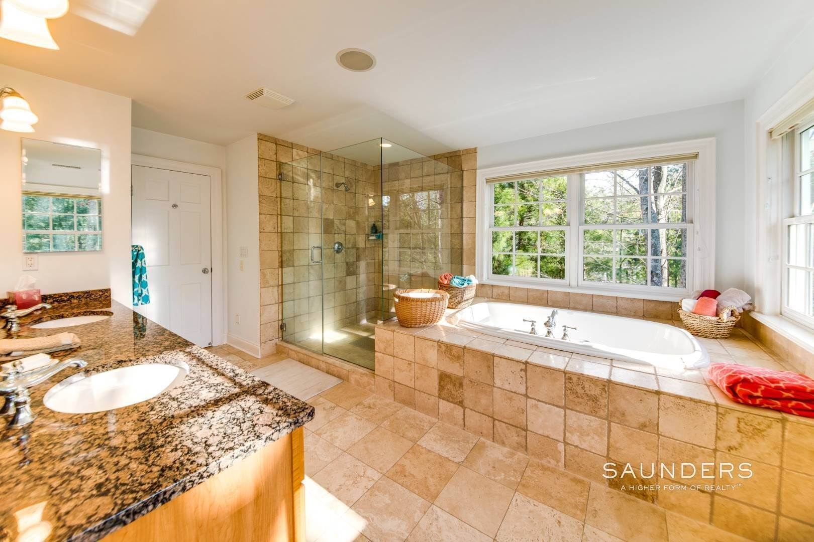 26. Single Family Homes for Sale at Builder's Own, Hamptons Traditional 33 Cedar Trails, East Hampton, East Hampton Town, NY 11937