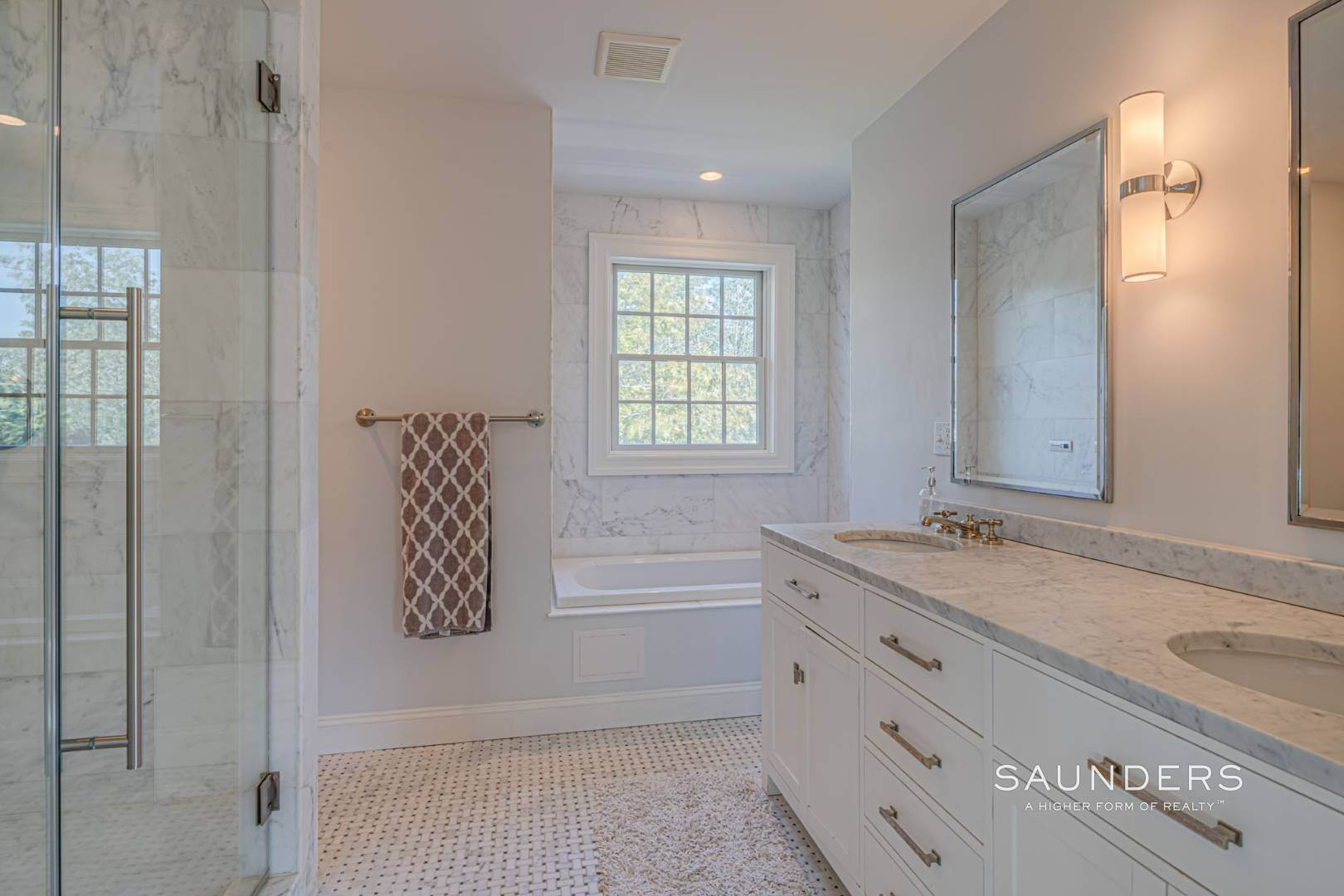 14. Single Family Homes for Sale at Southampton Village Gem 105 Henry Street, Southampton, Southampton Town, NY 11968