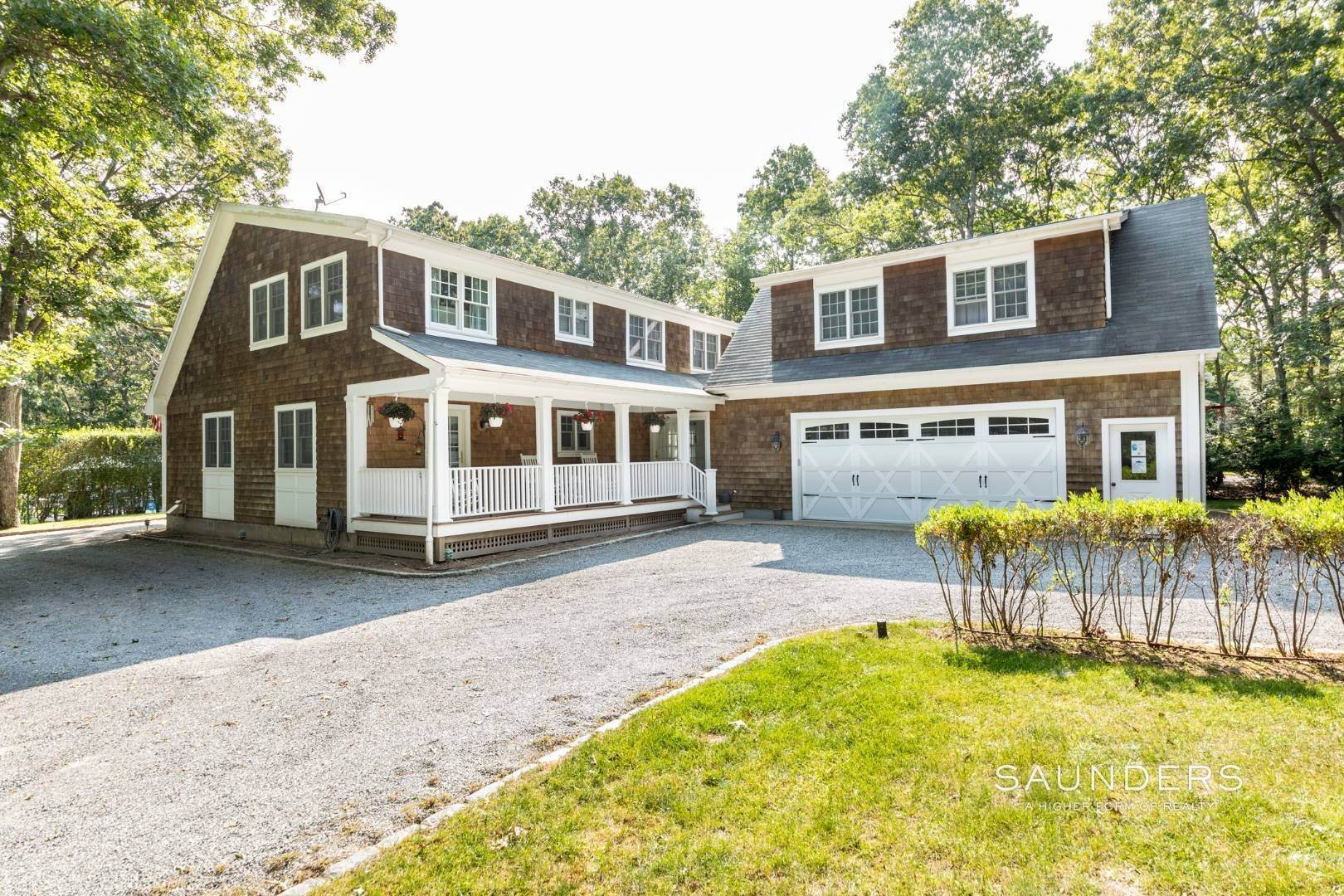 24. Single Family Homes for Sale at Impeccable & Beautiful In East Hampton With Pool, Gym And More 413 Hands Creek Road, East Hampton, East Hampton Town, NY 11937