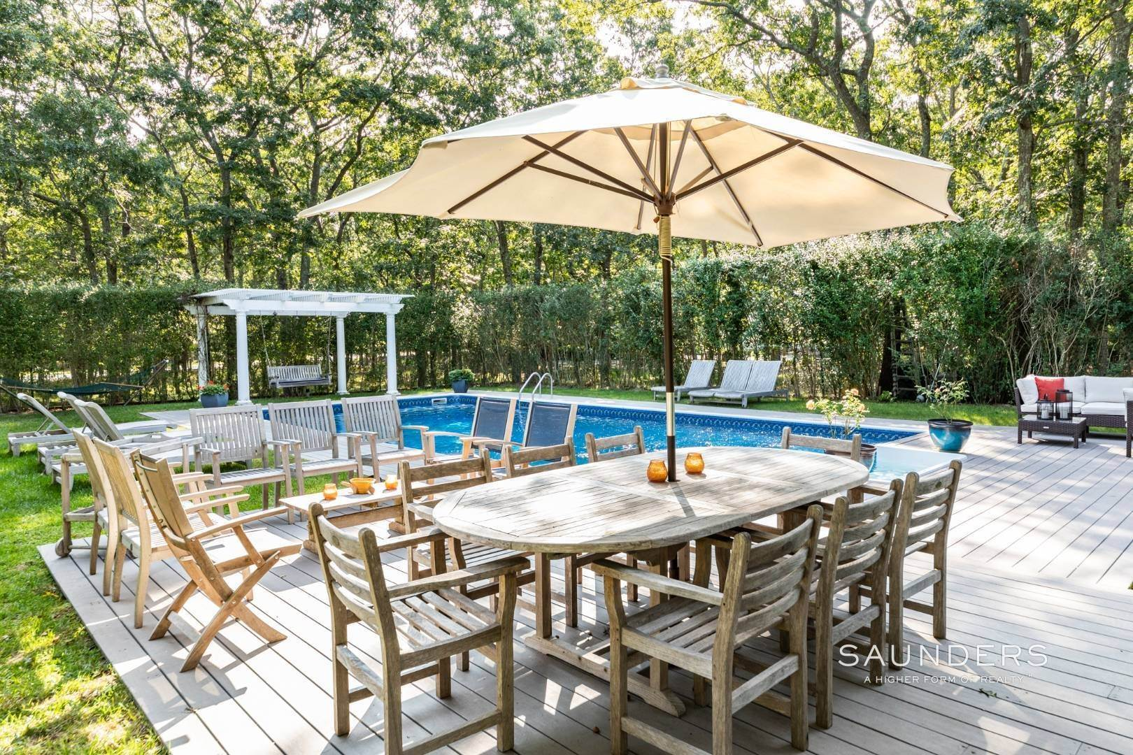 21. Single Family Homes for Sale at Impeccable & Beautiful In East Hampton With Pool, Gym And More 413 Hands Creek Road, East Hampton, East Hampton Town, NY 11937