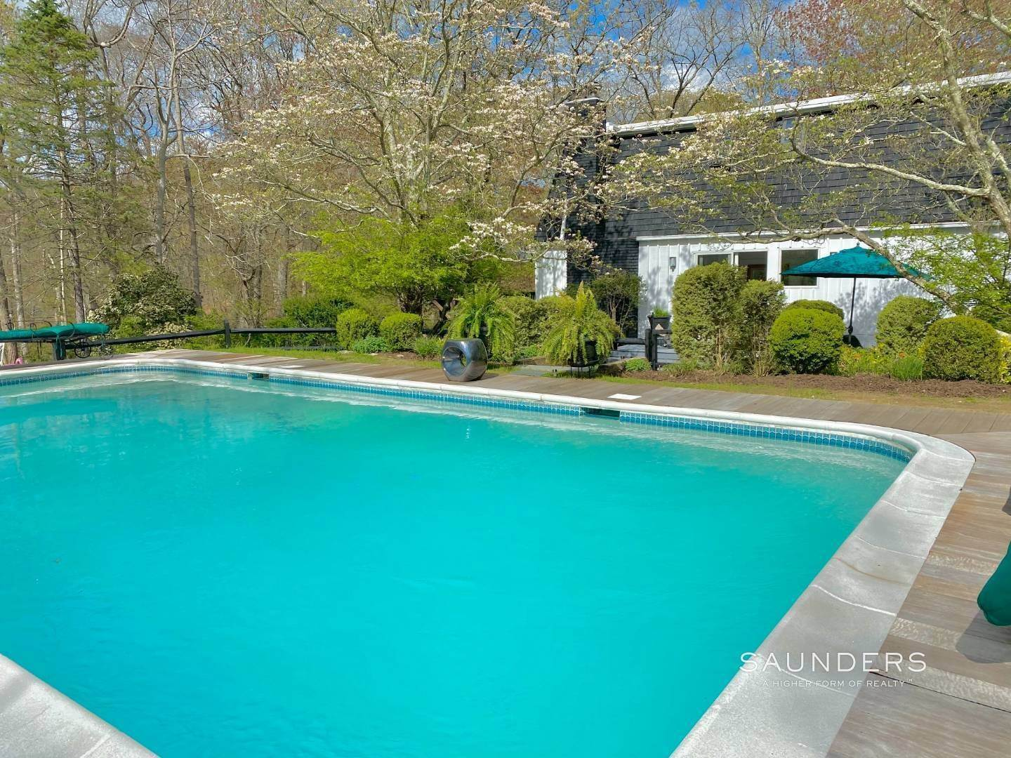 Single Family Homes for Sale at Shelter Island Mansard Cottage Close To Beach With Pool Shelter Island, NY 11964