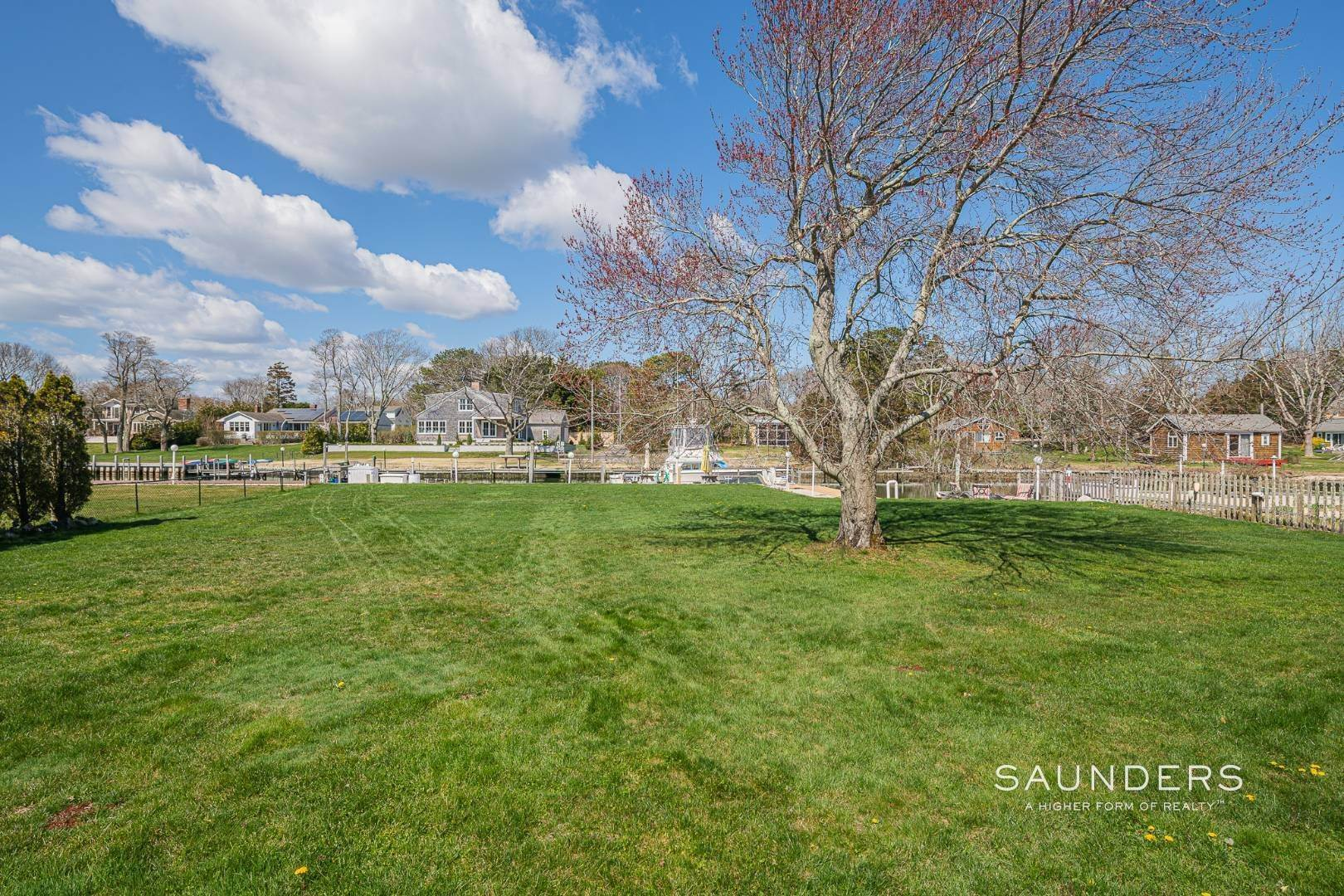 13. Single Family Homes at Waterfront Cottage Hampton Bays, Southampton Town, NY 11946