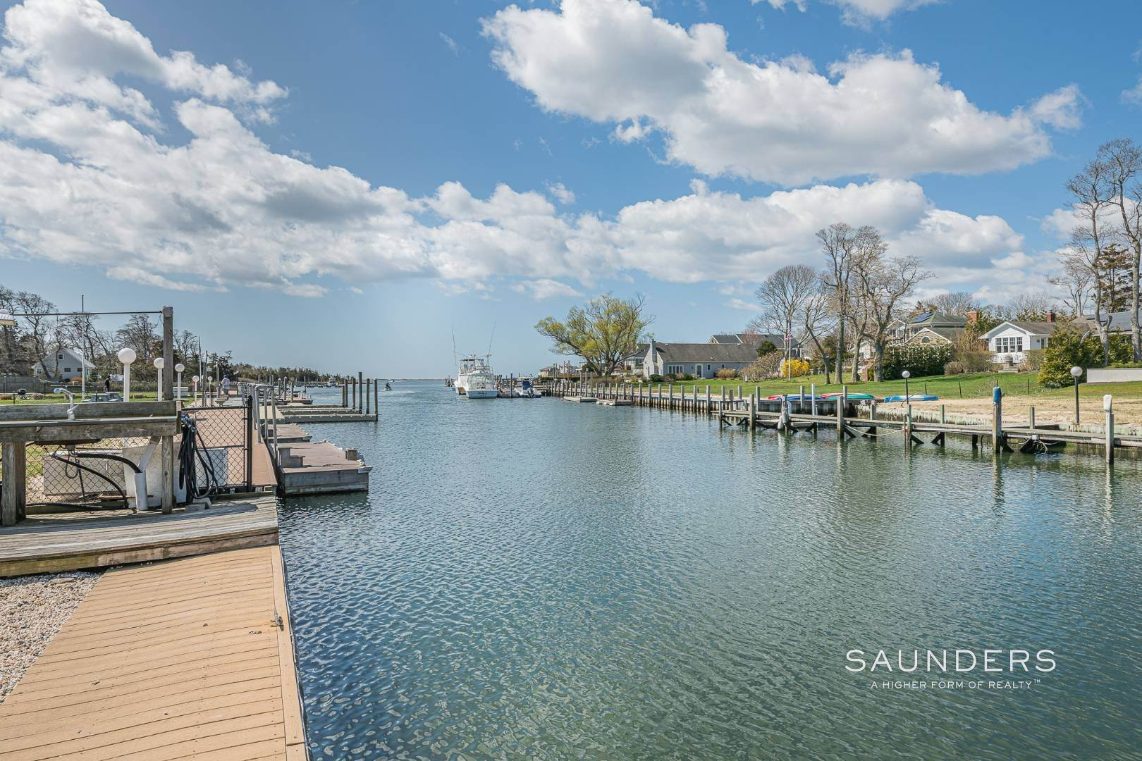 14. Single Family Homes at Waterfront Cottage Hampton Bays, Southampton Town, NY 11946