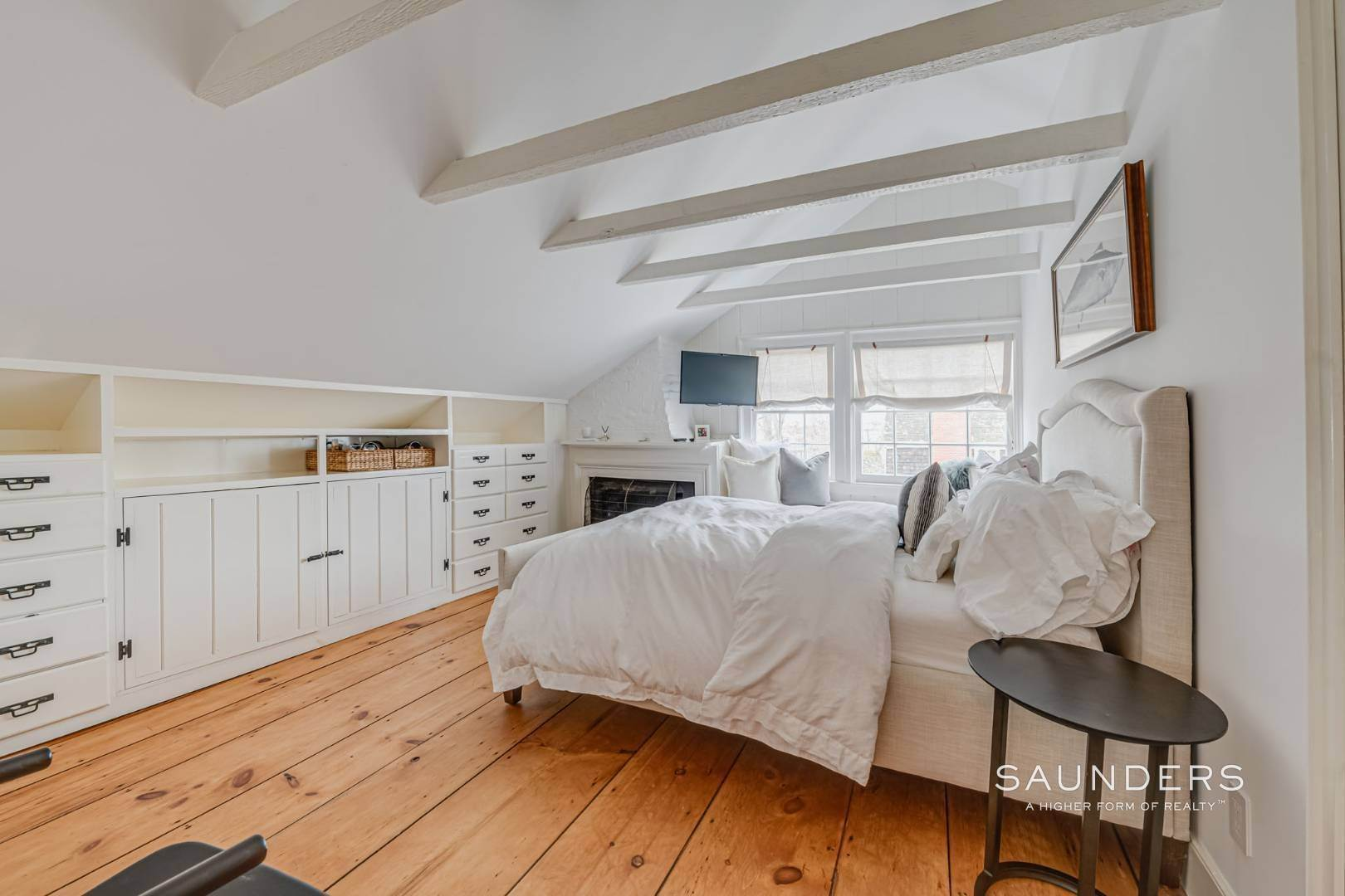 13. Single Family Homes for Sale at Sag Harbor Village Historic Renovation With Pool And Cottage 49 Rysam Street, Sag Harbor, Southampton Town, NY 11963