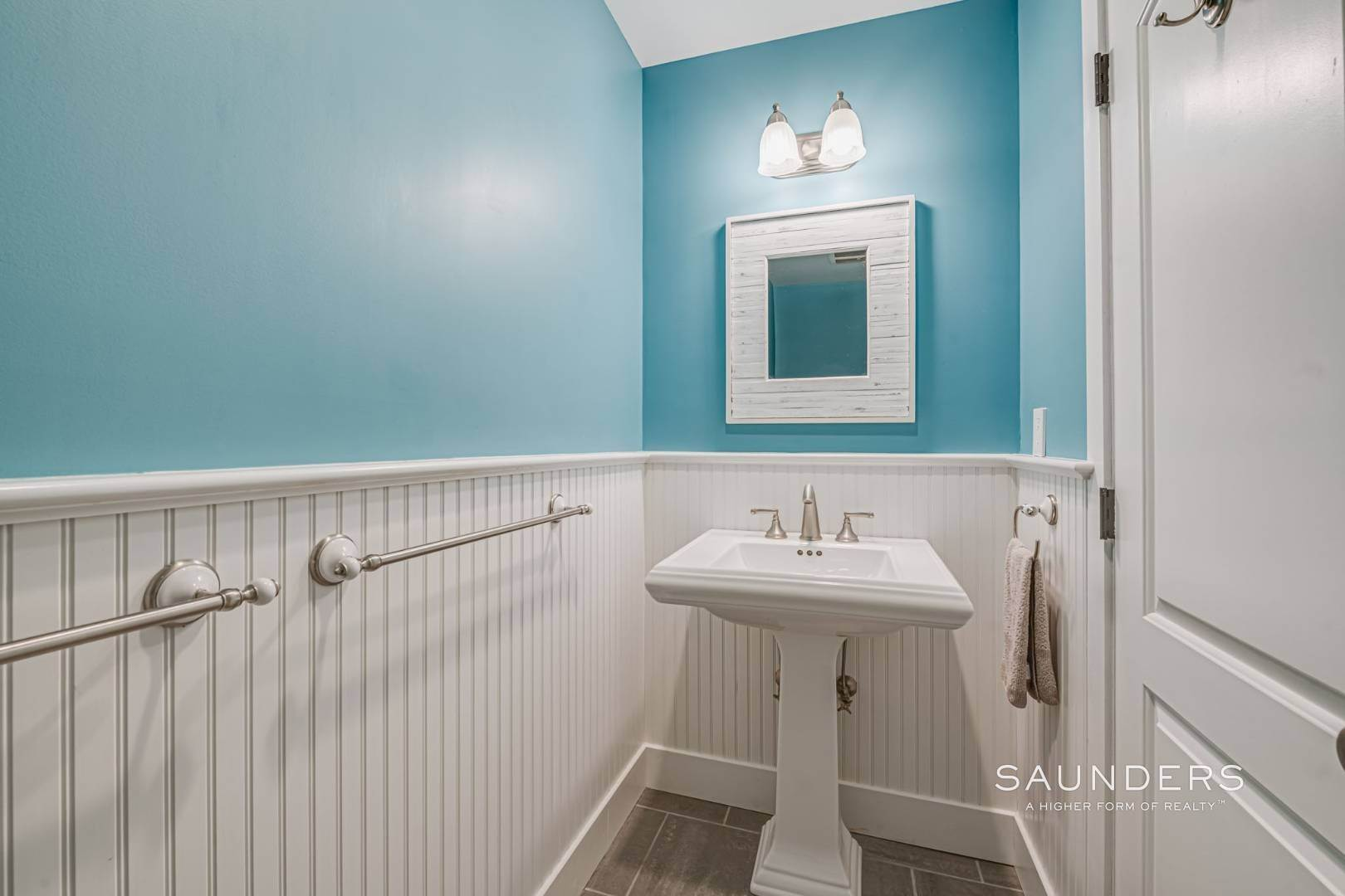 24. Single Family Homes for Sale at Modern Country Beach Vibe Turnkey In Watermill 331 Seven Ponds Towd Road, Water Mill, Southampton Town, NY 11976