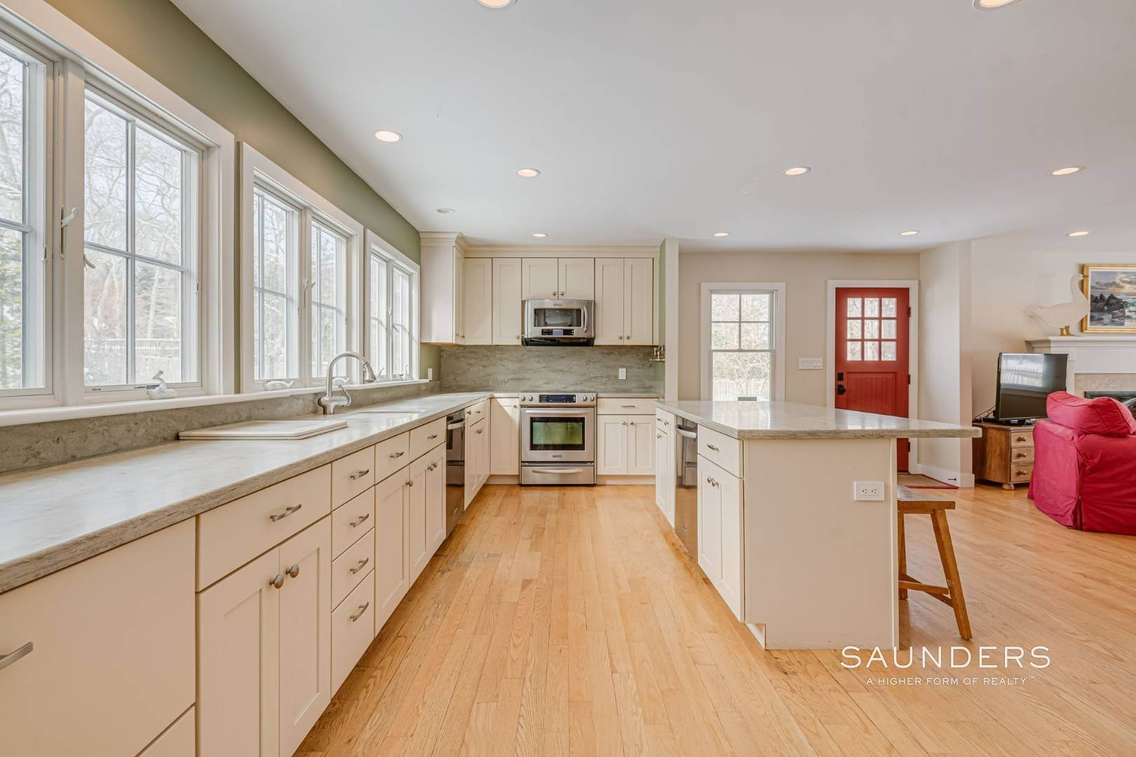 10. Single Family Homes for Sale at Modern Country Beach Vibe Turnkey In Watermill 331 Seven Ponds Towd Road, Water Mill, Southampton Town, NY 11976