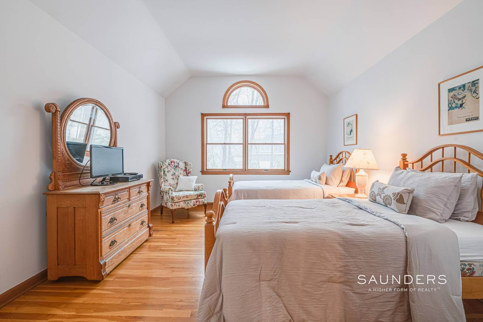 14. Single Family Homes for Sale at Sag Harbor Hamptons Retreat With Heated Pool 230 Northside Drive, Sag Harbor, Southampton Town, NY 11963