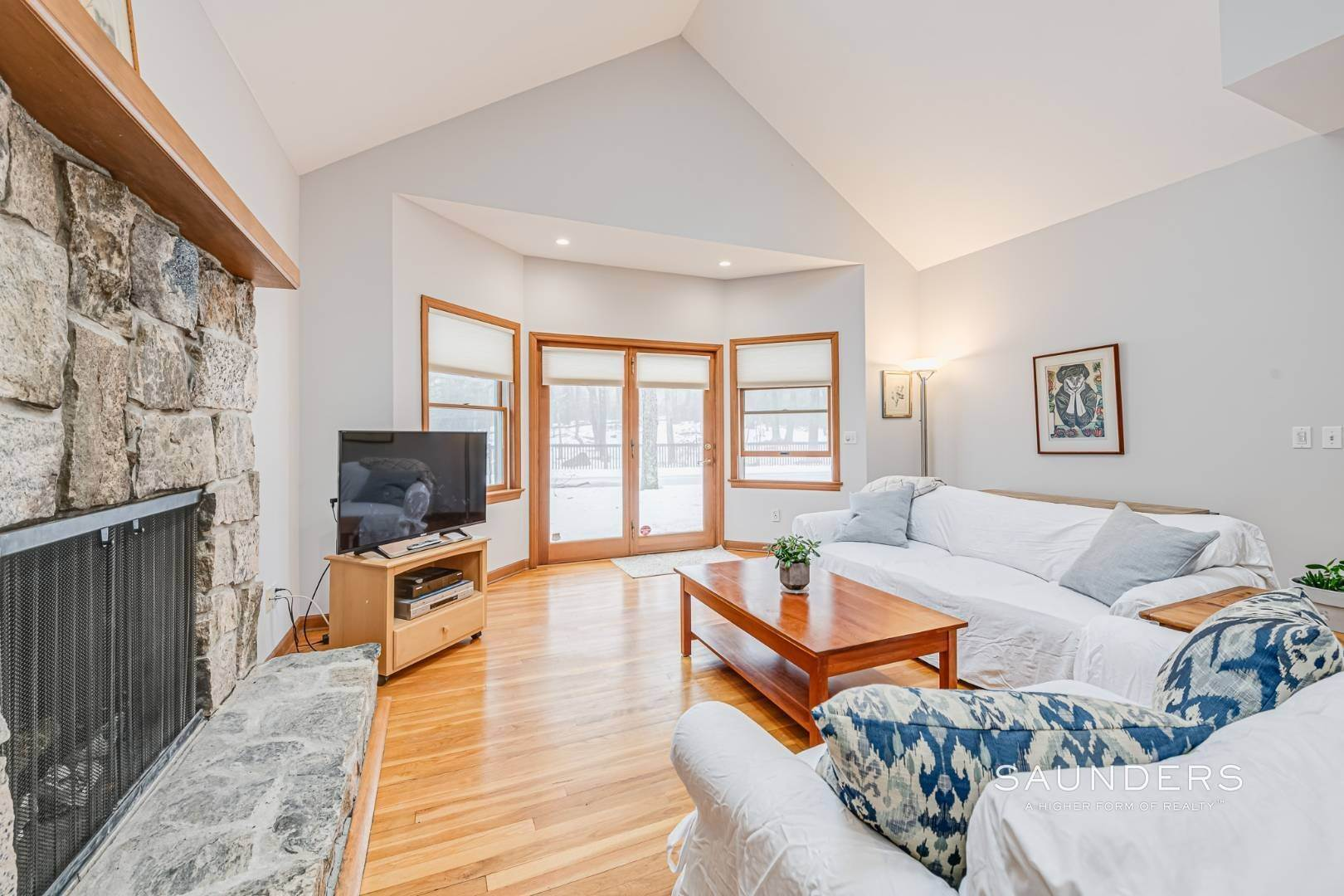 20. Single Family Homes for Sale at Sag Harbor Hamptons Retreat With Heated Pool 230 Northside Drive, Sag Harbor, Southampton Town, NY 11963