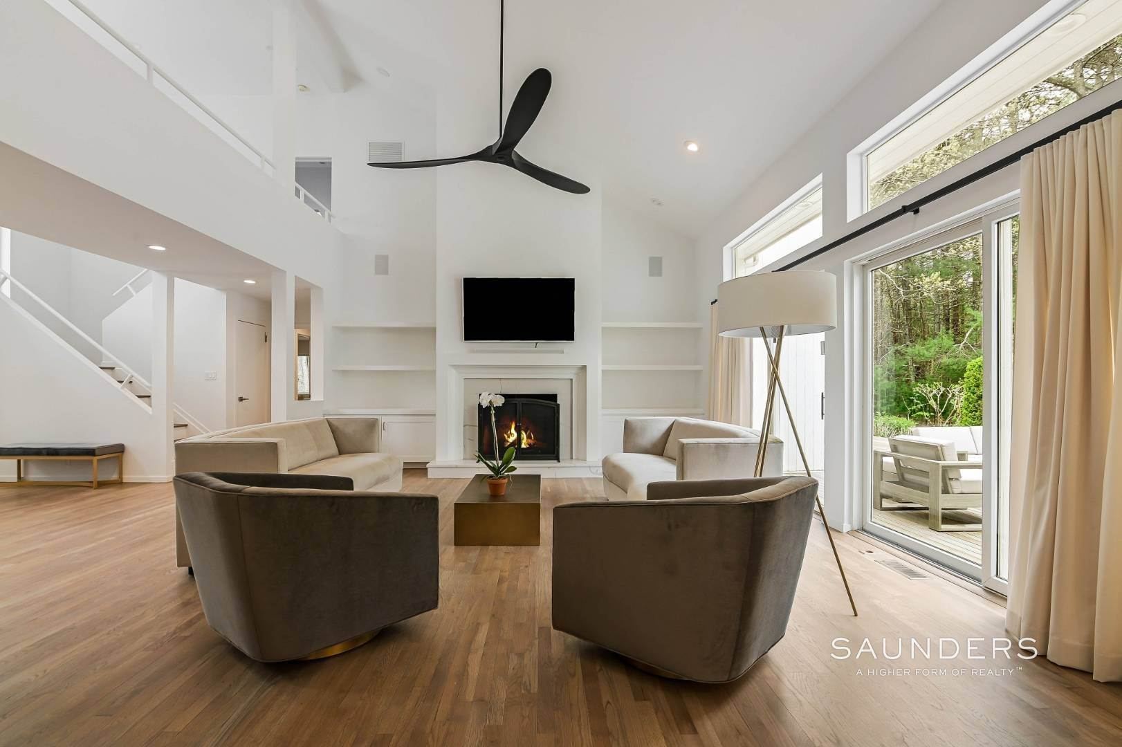 6. Single Family Homes at Chic And Stylish Newly Renovated Modern In East Hampton 6 Bull Path, East Hampton, East Hampton Town, NY 11937