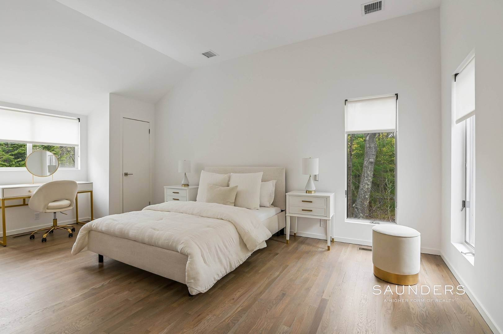 20. Single Family Homes at Chic And Stylish Newly Renovated Modern In East Hampton 6 Bull Path, East Hampton, East Hampton Town, NY 11937