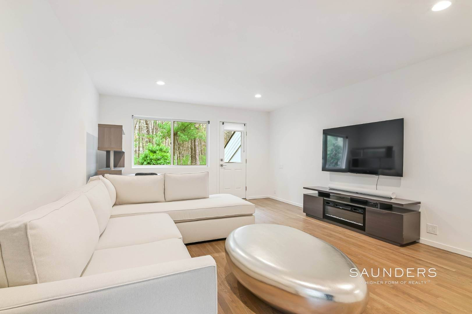 24. Single Family Homes at Chic And Stylish Newly Renovated Modern In East Hampton 6 Bull Path, East Hampton, East Hampton Town, NY 11937