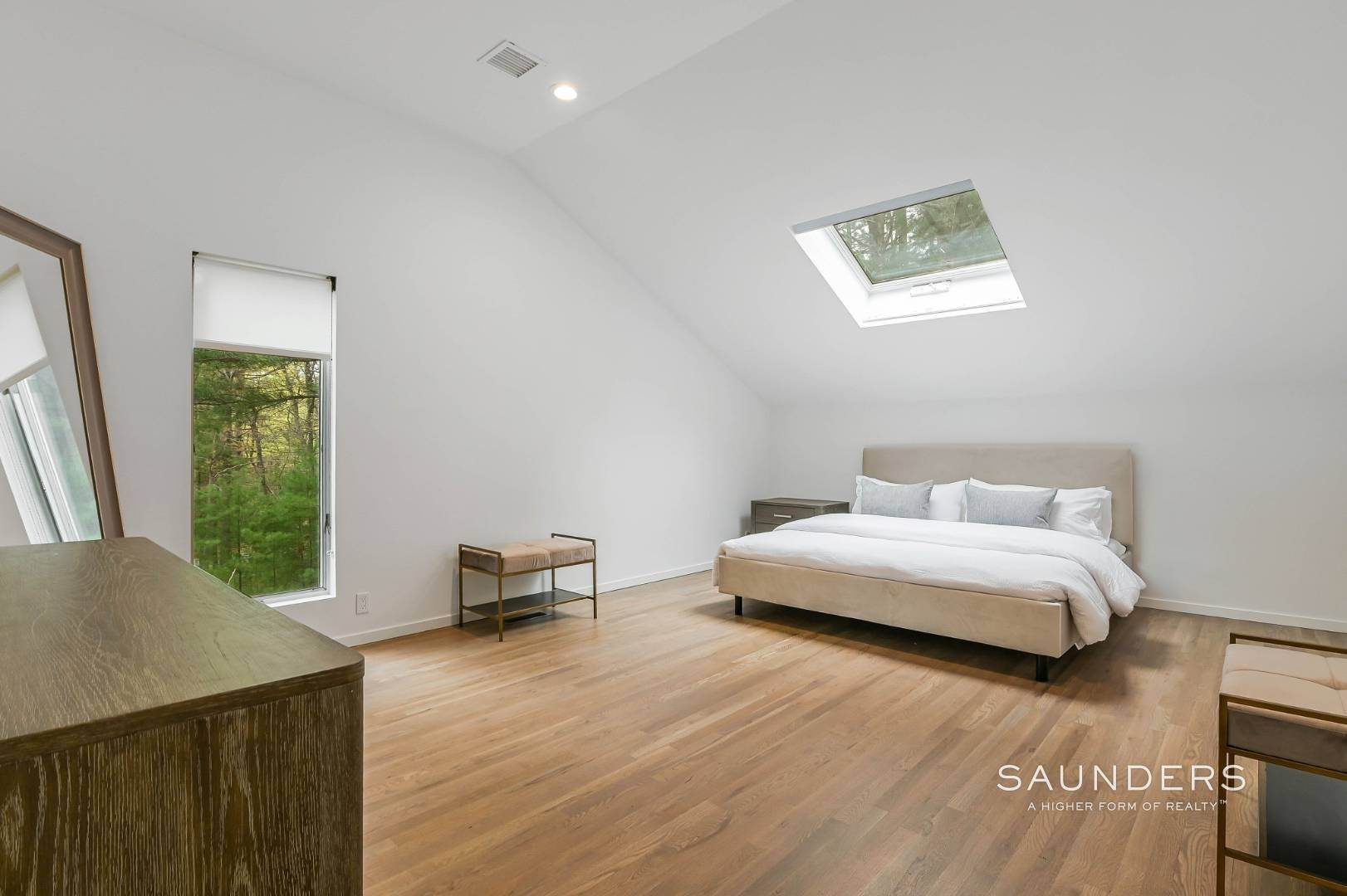 15. Single Family Homes at Chic And Stylish Newly Renovated Modern In East Hampton 6 Bull Path, East Hampton, East Hampton Town, NY 11937