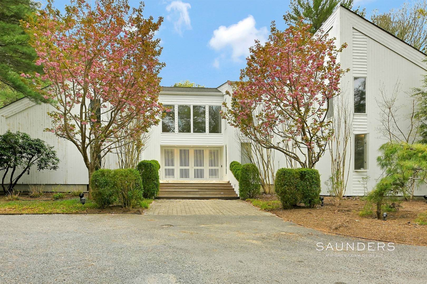 Single Family Homes at Chic And Stylish Newly Renovated Modern In East Hampton 6 Bull Path, East Hampton, East Hampton Town, NY 11937