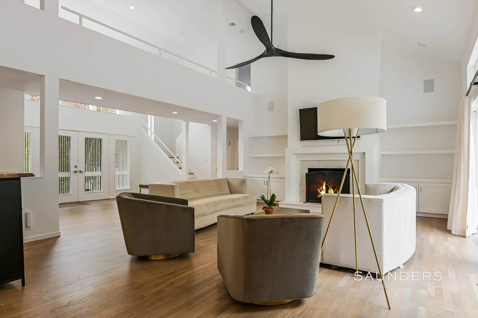 7. Single Family Homes at Chic And Stylish Newly Renovated Modern In East Hampton 6 Bull Path, East Hampton, East Hampton Town, NY 11937