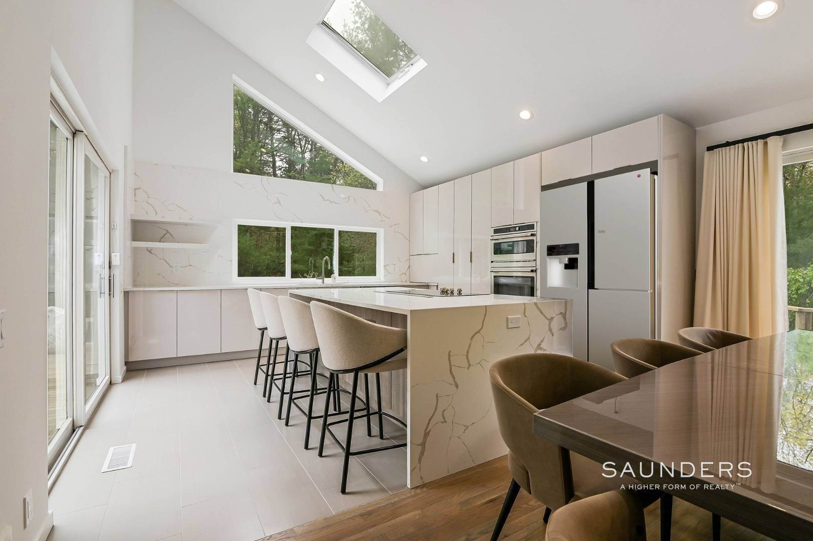 8. Single Family Homes at Chic And Stylish Newly Renovated Modern In East Hampton 6 Bull Path, East Hampton, East Hampton Town, NY 11937