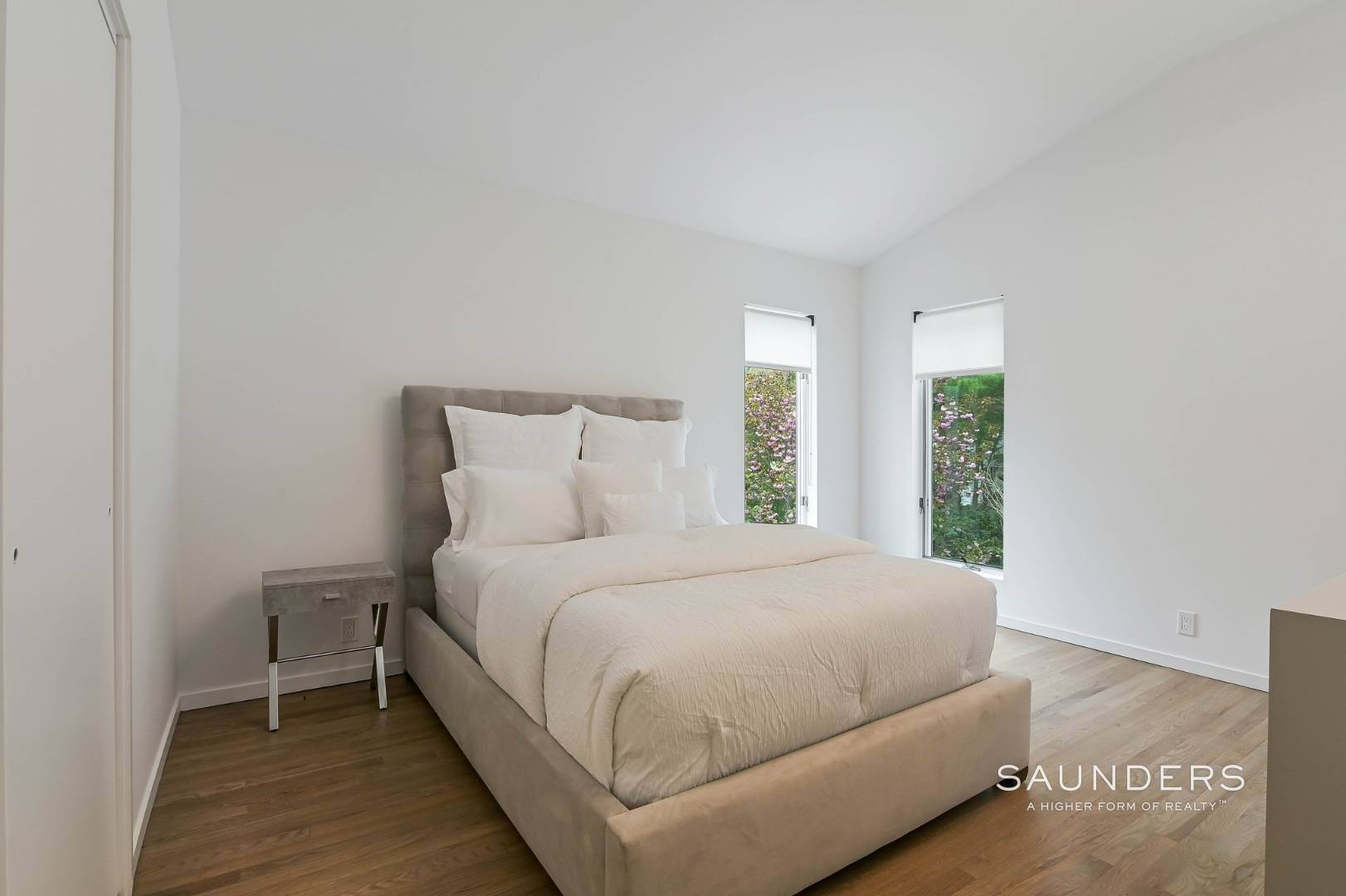 17. Single Family Homes at Chic And Stylish Newly Renovated Modern In East Hampton 6 Bull Path, East Hampton, East Hampton Town, NY 11937