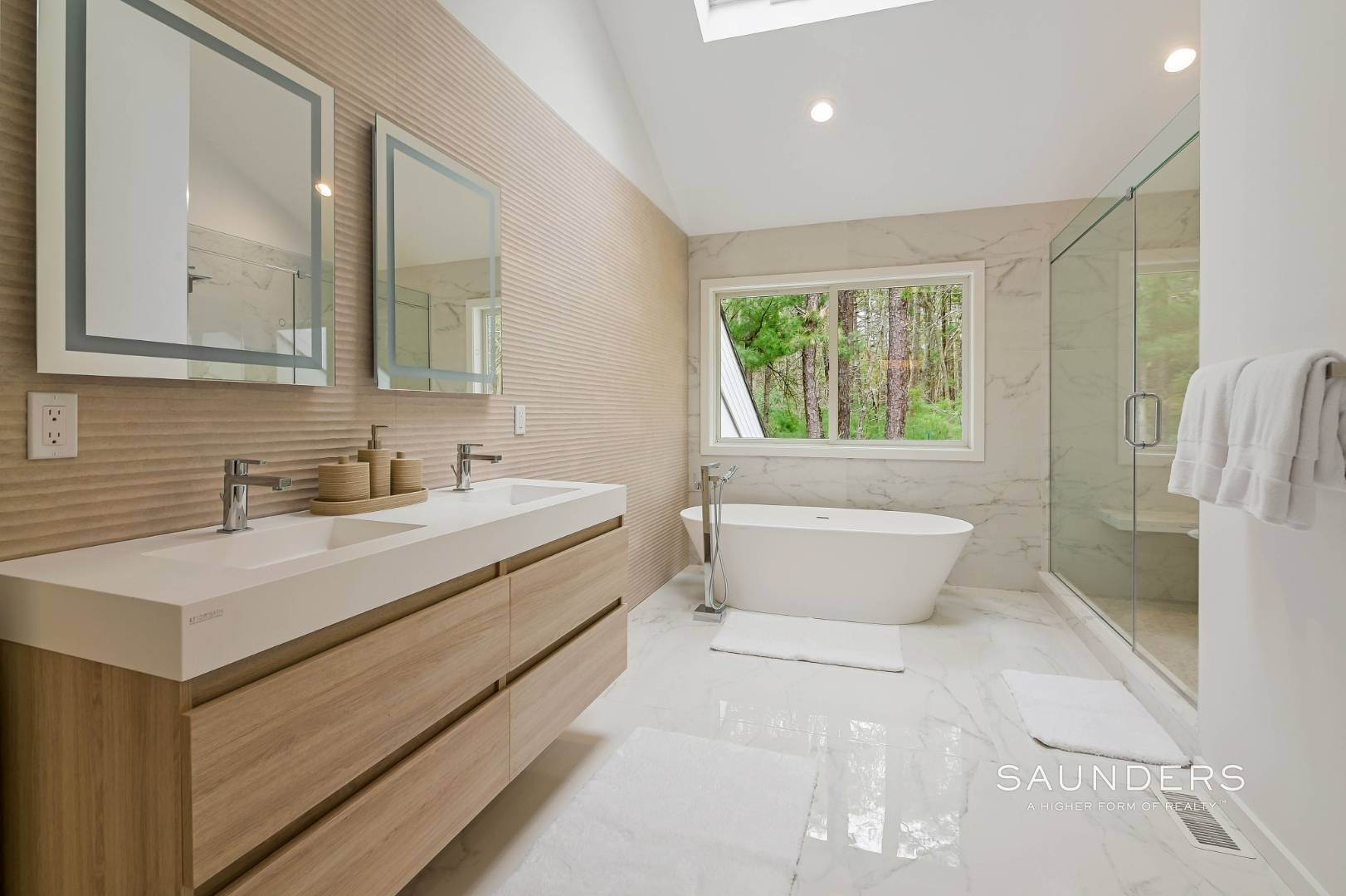 13. Single Family Homes at Chic And Stylish Newly Renovated Modern In East Hampton 6 Bull Path, East Hampton, East Hampton Town, NY 11937