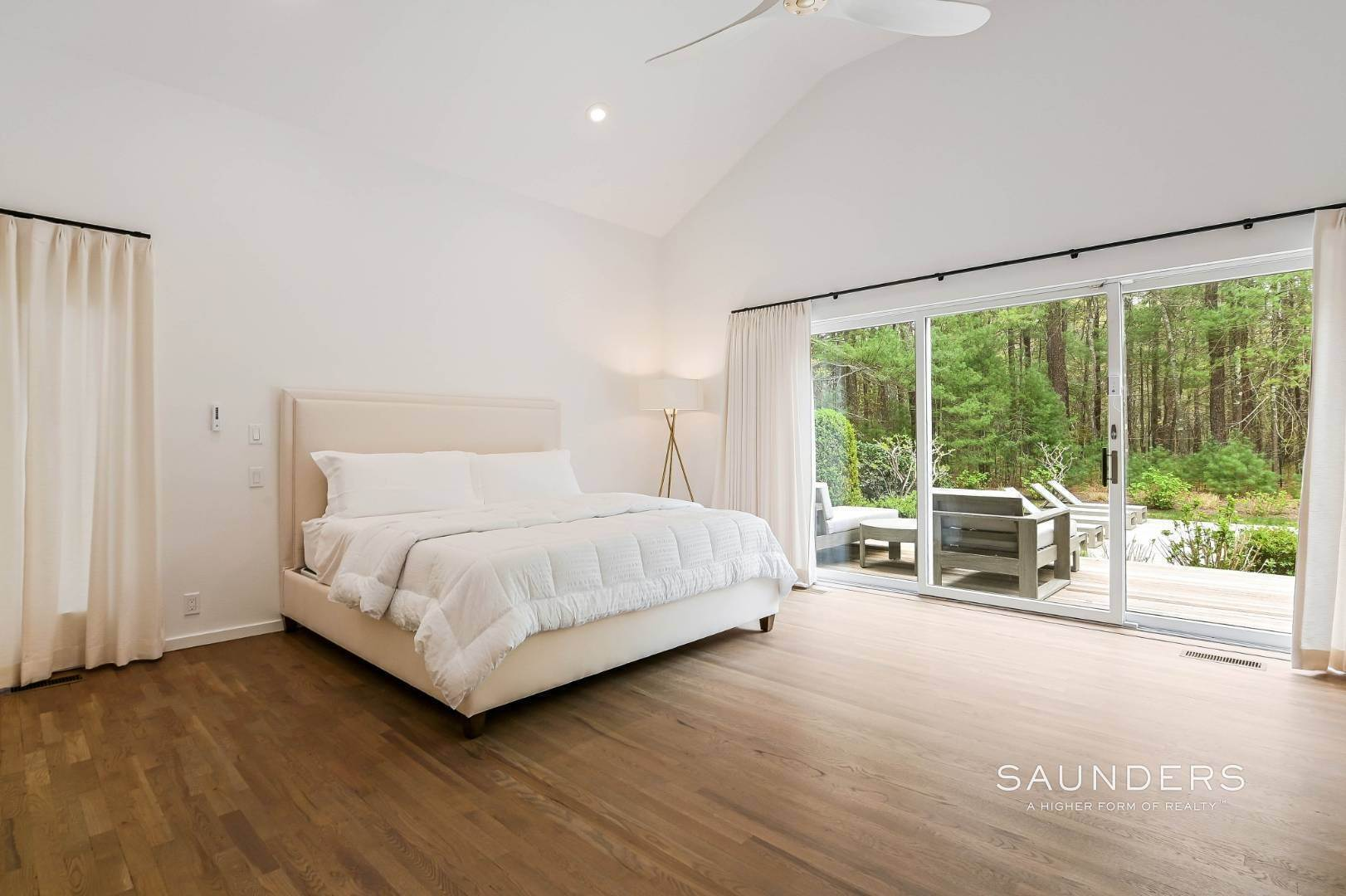 12. Single Family Homes at Chic And Stylish Newly Renovated Modern In East Hampton 6 Bull Path, East Hampton, East Hampton Town, NY 11937