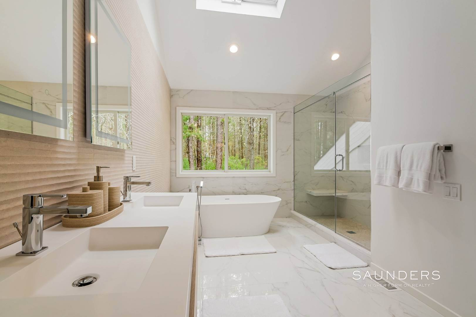 14. Single Family Homes at Chic And Stylish Newly Renovated Modern In East Hampton 6 Bull Path, East Hampton, East Hampton Town, NY 11937