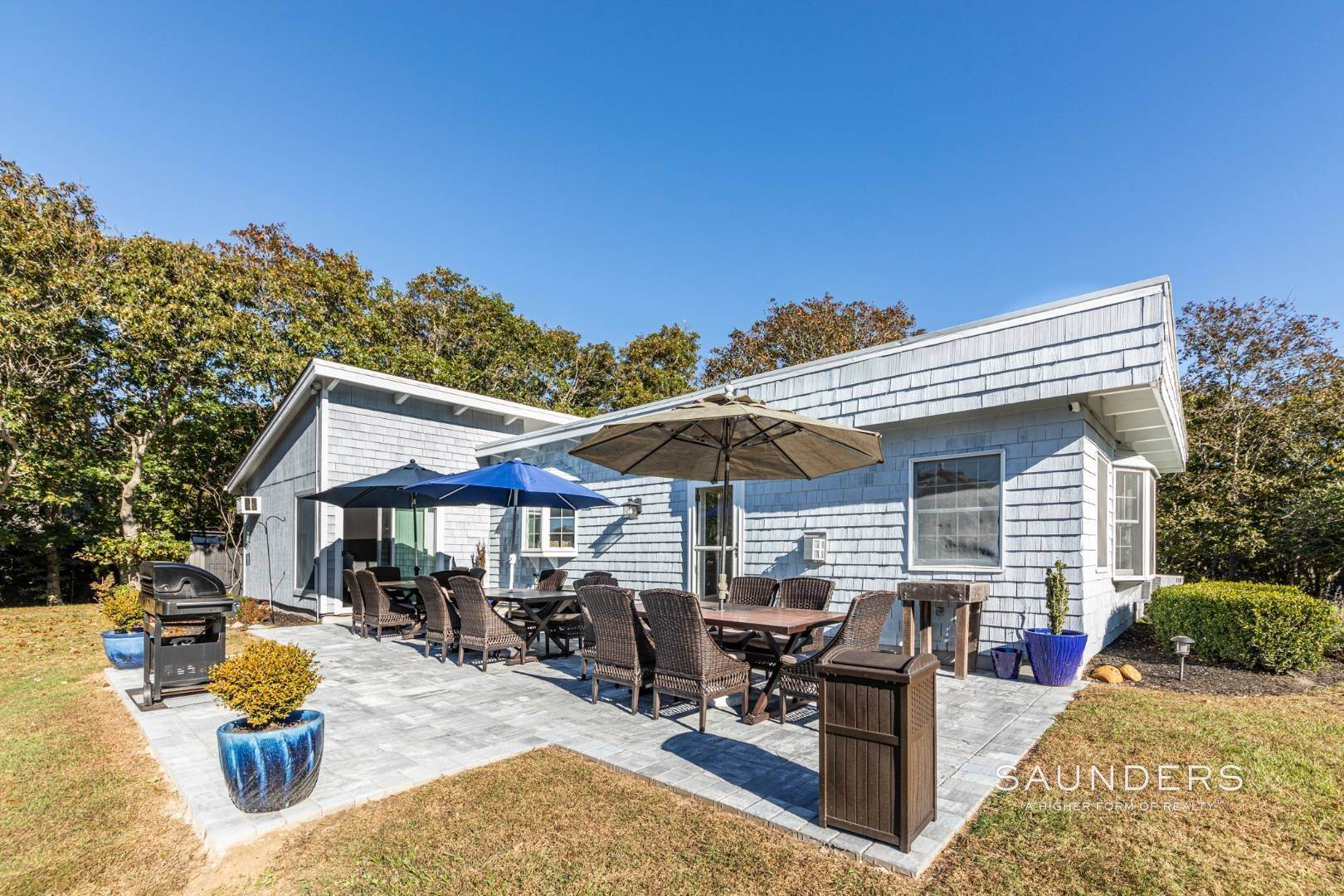 5. Single Family Homes at Privacy And Perfect Escape In Hither Hills Montauk, East Hampton Town, NY 11954