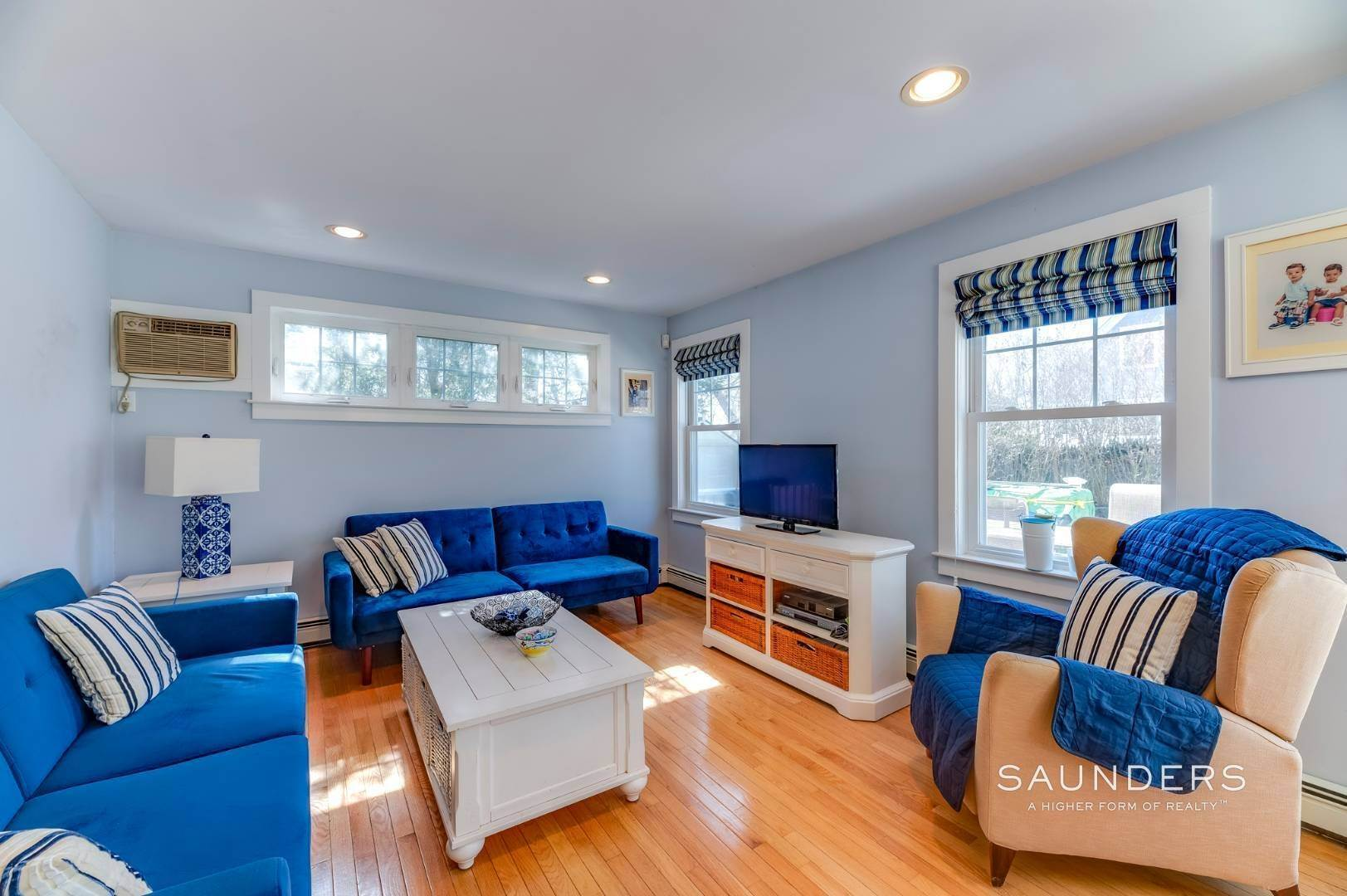 12. Single Family Homes for Sale at Spacious Cottage By Circle Beach 47 Chestnut Street, Sag Harbor, Southampton Town, NY 11963