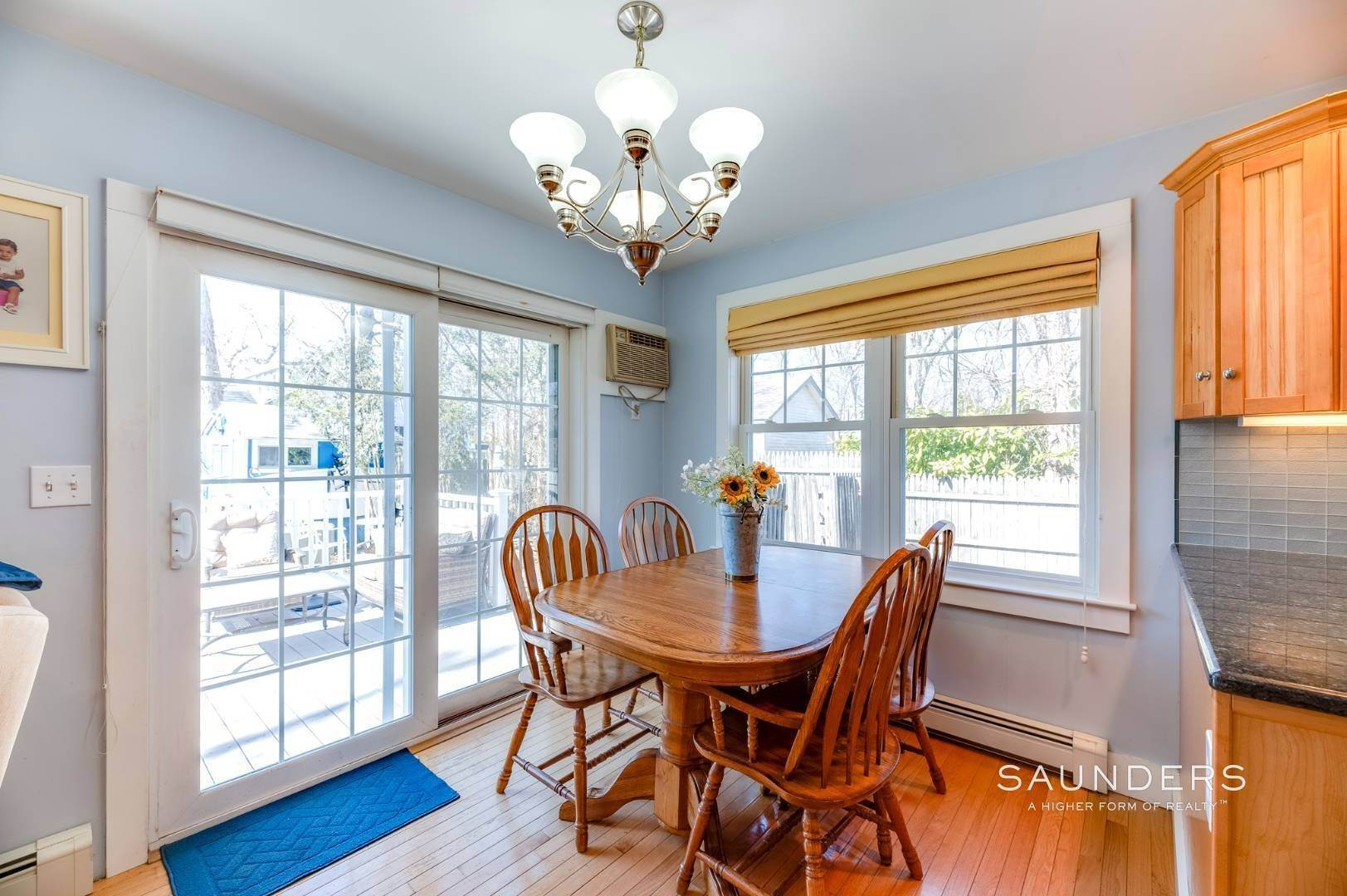 11. Single Family Homes for Sale at Spacious Cottage By Circle Beach 47 Chestnut Street, Sag Harbor, Southampton Town, NY 11963