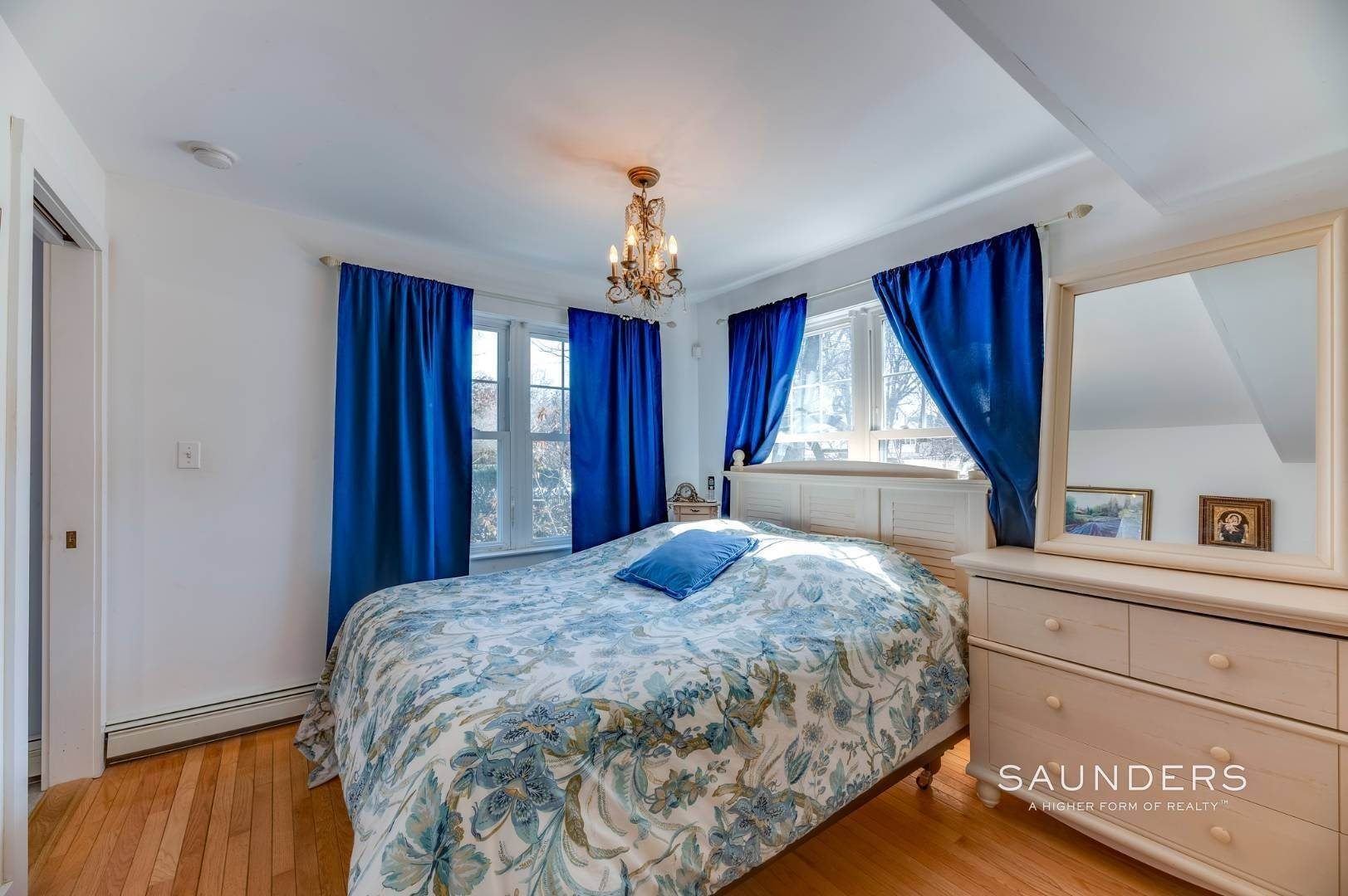 14. Single Family Homes for Sale at Spacious Cottage By Circle Beach 47 Chestnut Street, Sag Harbor, Southampton Town, NY 11963