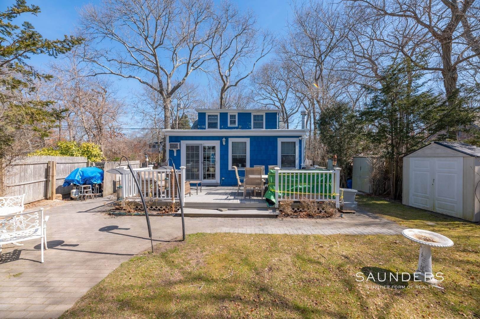 6. Single Family Homes for Sale at Spacious Cottage By Circle Beach 47 Chestnut Street, Sag Harbor, Southampton Town, NY 11963