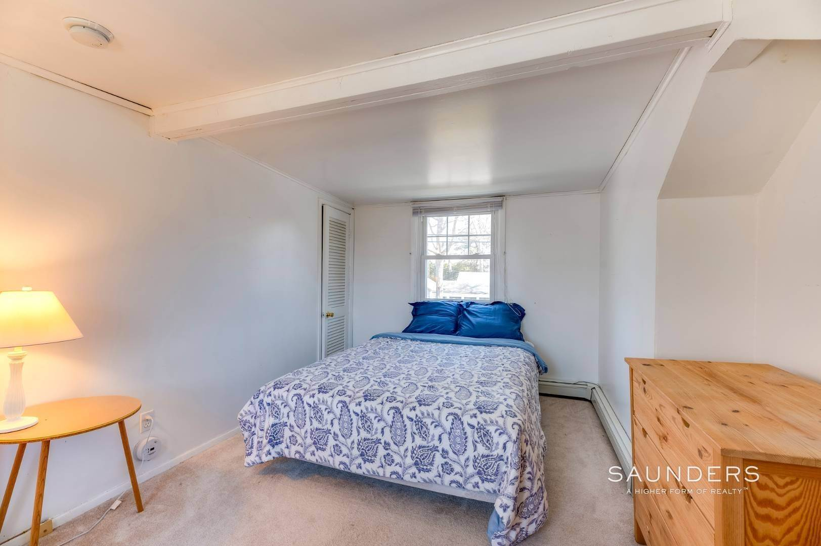 17. Single Family Homes for Sale at Spacious Cottage By Circle Beach 47 Chestnut Street, Sag Harbor, Southampton Town, NY 11963