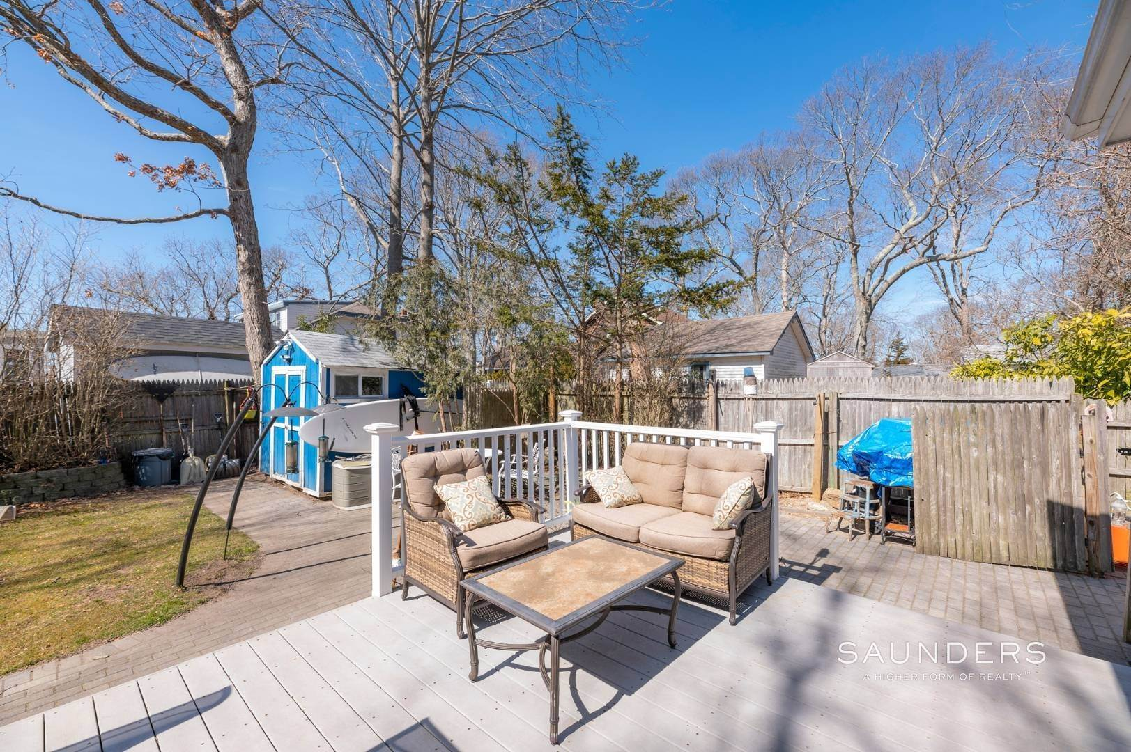7. Single Family Homes for Sale at Spacious Cottage By Circle Beach 47 Chestnut Street, Sag Harbor, Southampton Town, NY 11963