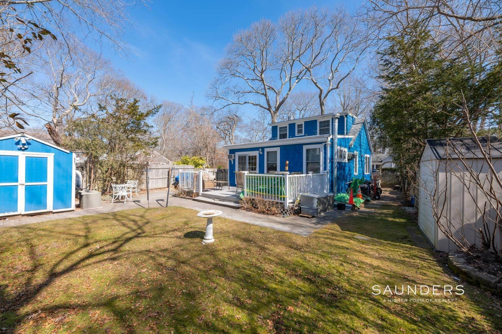 5. Single Family Homes for Sale at Spacious Cottage By Circle Beach 47 Chestnut Street, Sag Harbor, Southampton Town, NY 11963