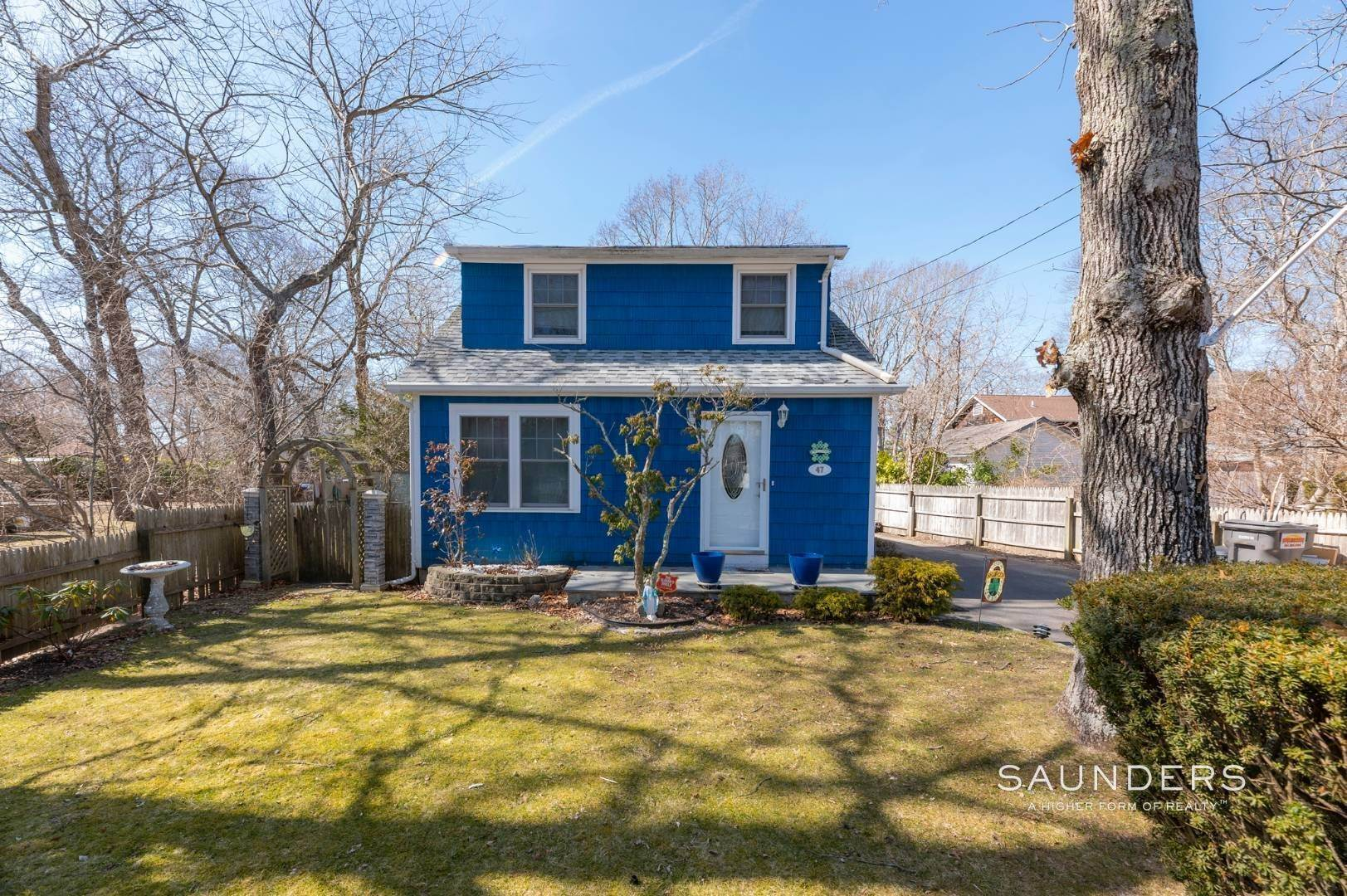 2. Single Family Homes for Sale at Spacious Cottage By Circle Beach 47 Chestnut Street, Sag Harbor, Southampton Town, NY 11963