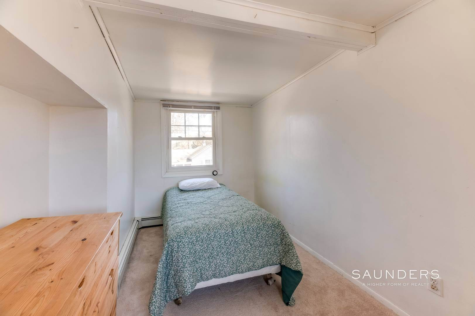18. Single Family Homes for Sale at Spacious Cottage By Circle Beach 47 Chestnut Street, Sag Harbor, Southampton Town, NY 11963