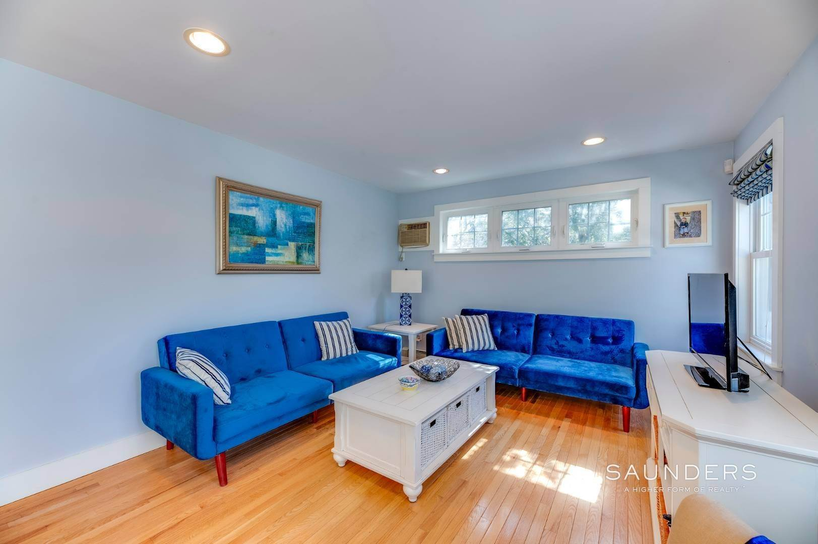 13. Single Family Homes for Sale at Spacious Cottage By Circle Beach 47 Chestnut Street, Sag Harbor, Southampton Town, NY 11963