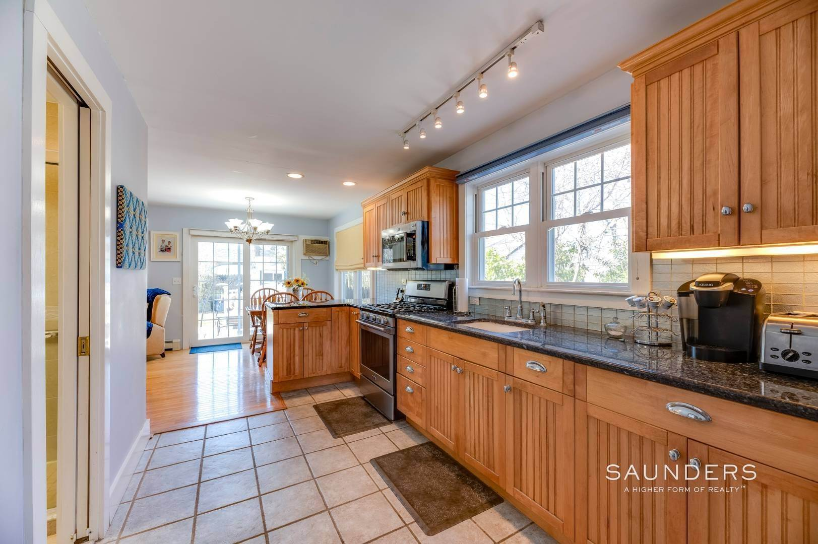 8. Single Family Homes for Sale at Spacious Cottage By Circle Beach 47 Chestnut Street, Sag Harbor, Southampton Town, NY 11963