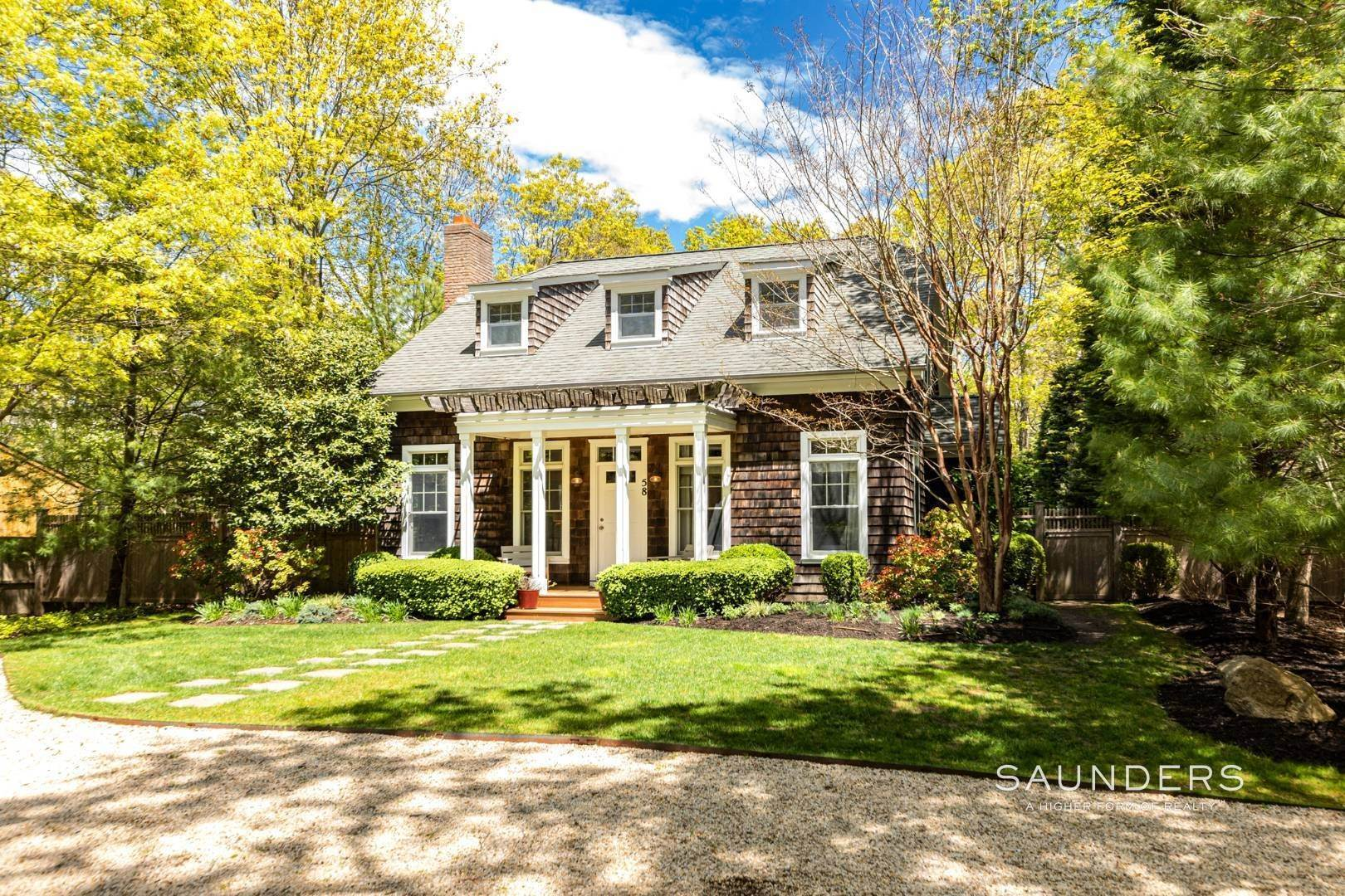Single Family Homes for Sale at Stylish Springs Undisclosed Address, East Hampton, East Hampton Town, NY 11937