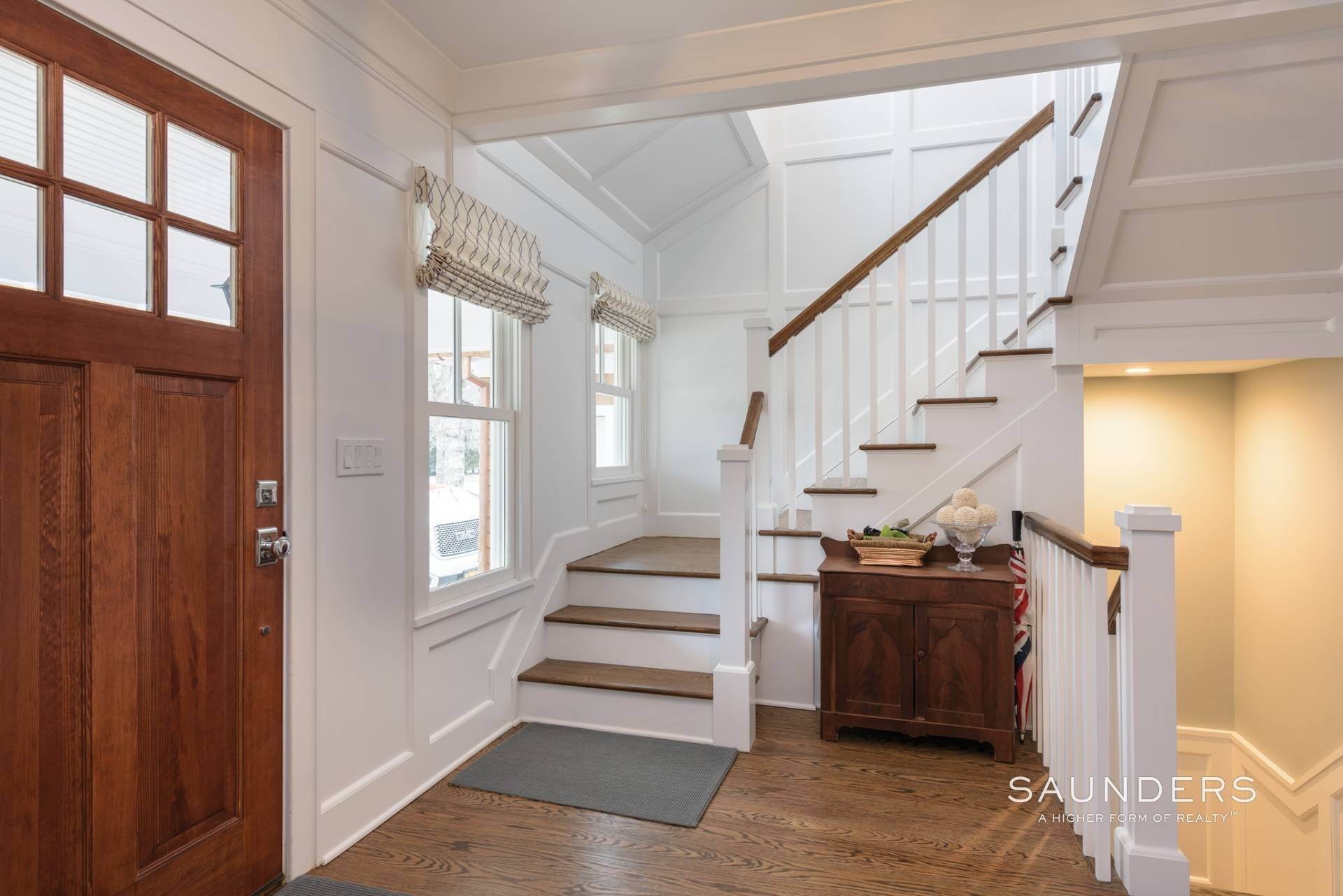 4. Single Family Homes at Modern Update In A Prime Location East Hampton, East Hampton Town, NY 11937