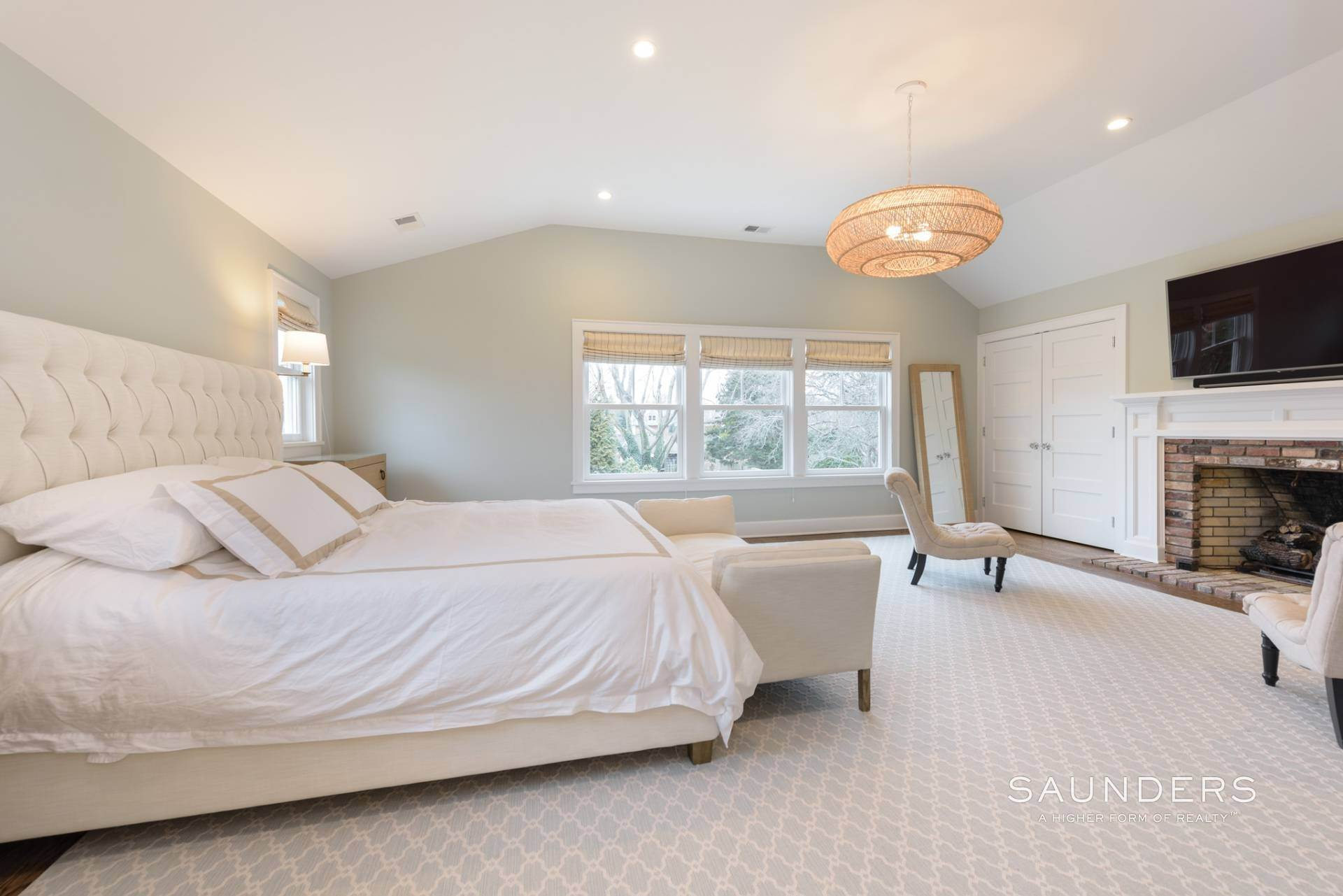 14. Single Family Homes at Modern Update In A Prime Location East Hampton, East Hampton Town, NY 11937