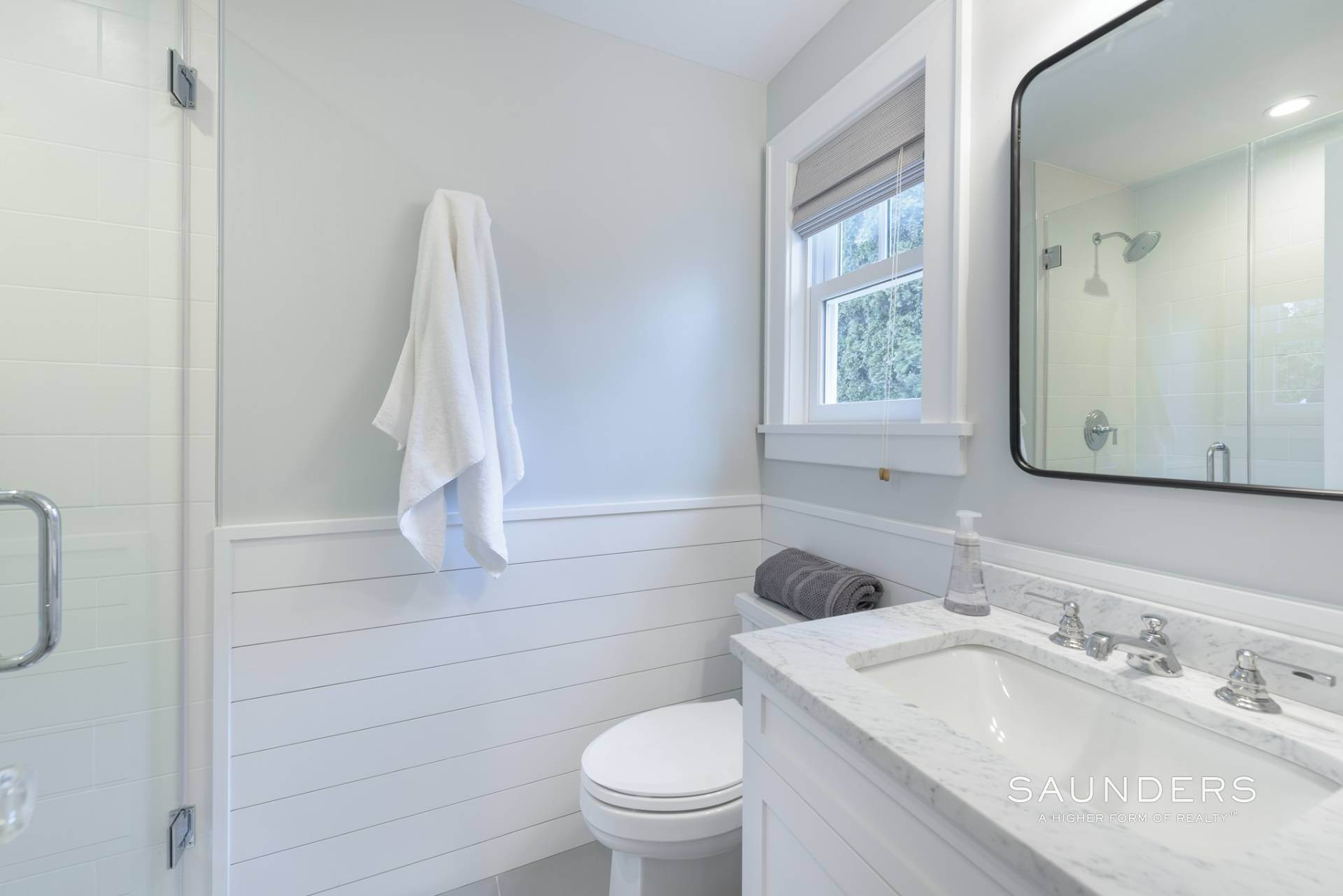 23. Single Family Homes at Modern Update In A Prime Location East Hampton, East Hampton Town, NY 11937