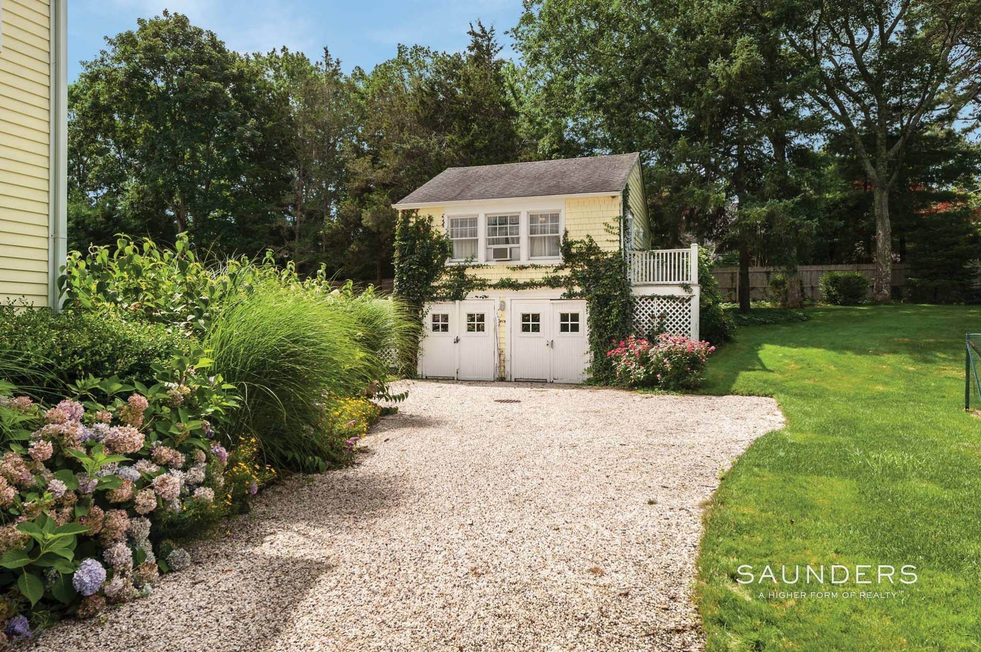 19. Single Family Homes for Sale at East Hampton Village Traditional South Of The Highway 21 Buckskill Road, East Hampton, East Hampton Town, NY 11937