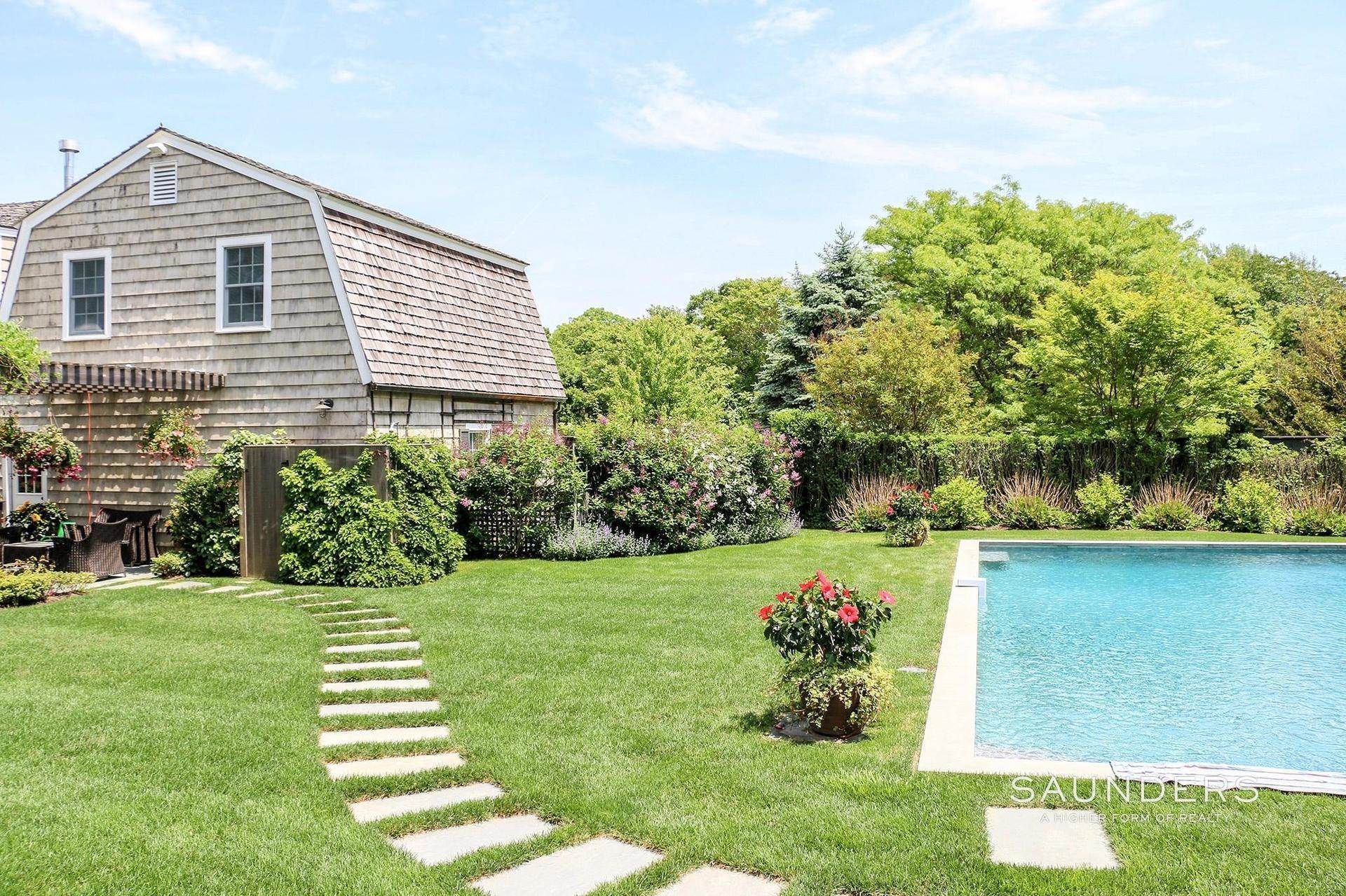 2. Single Family Homes at Beautiful Traditional Close To East Hampton Village East Hampton, East Hampton Town, NY 11937