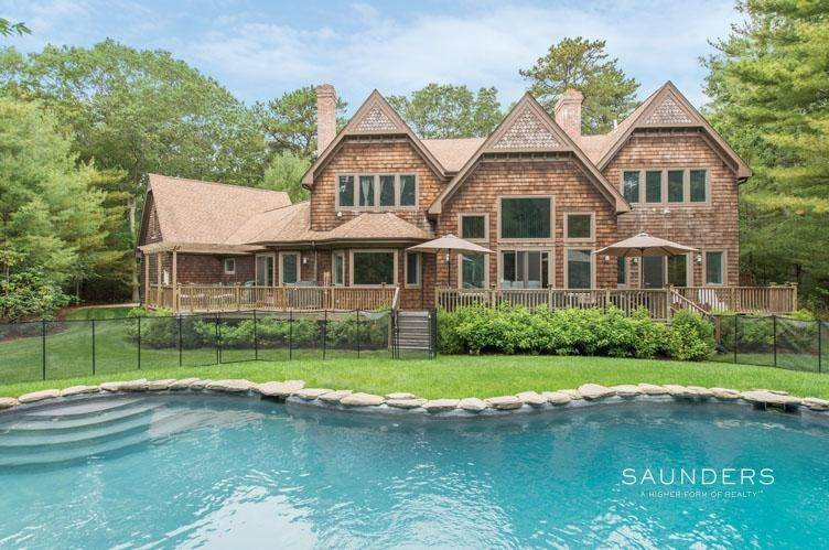 2. Single Family Homes at Luxurious Country Escape East Hampton, East Hampton Town, NY 11937