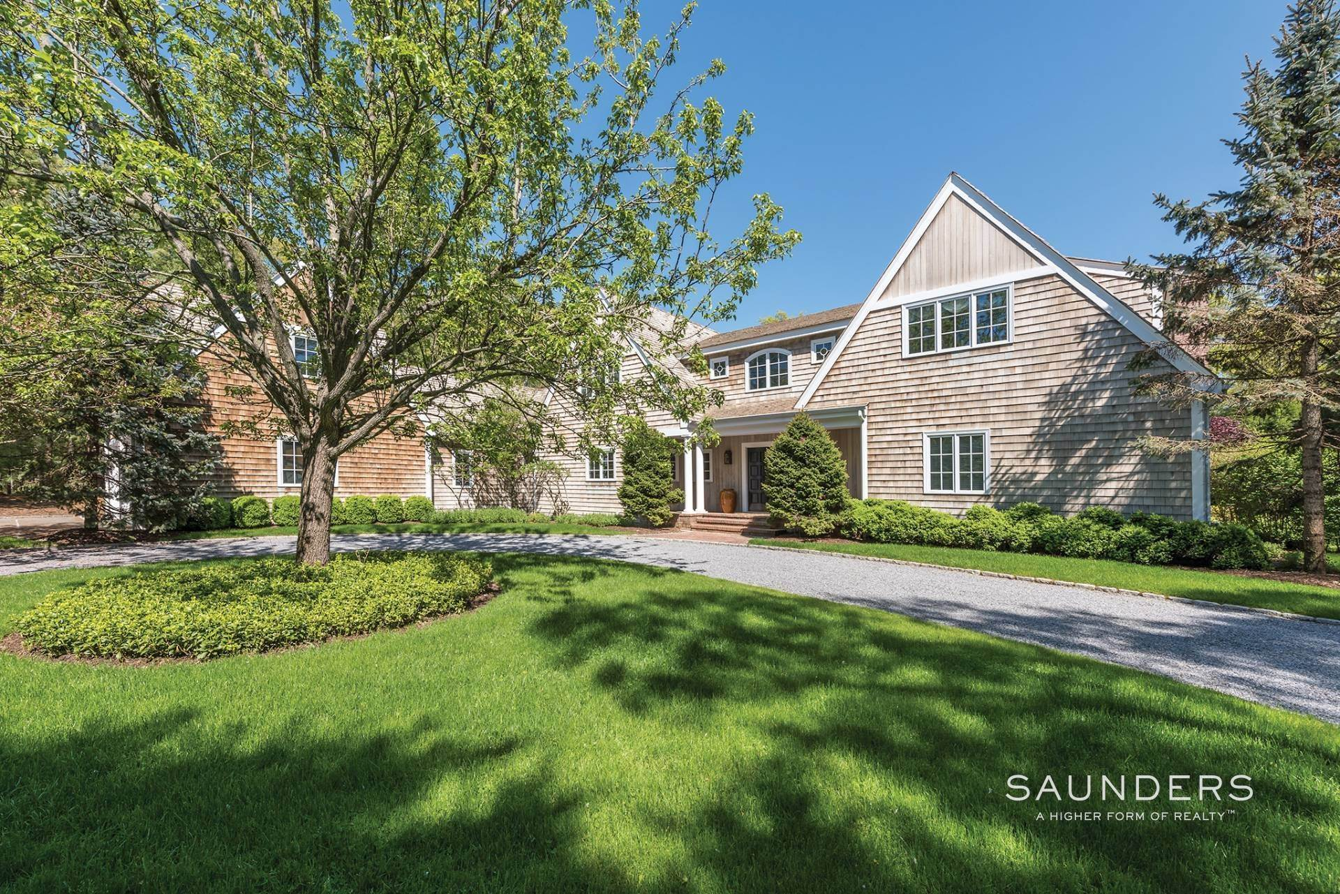 24. Single Family Homes at Have It All In East Hampton South 162 Cove Hollow Road, East Hampton, East Hampton Town, NY 11937