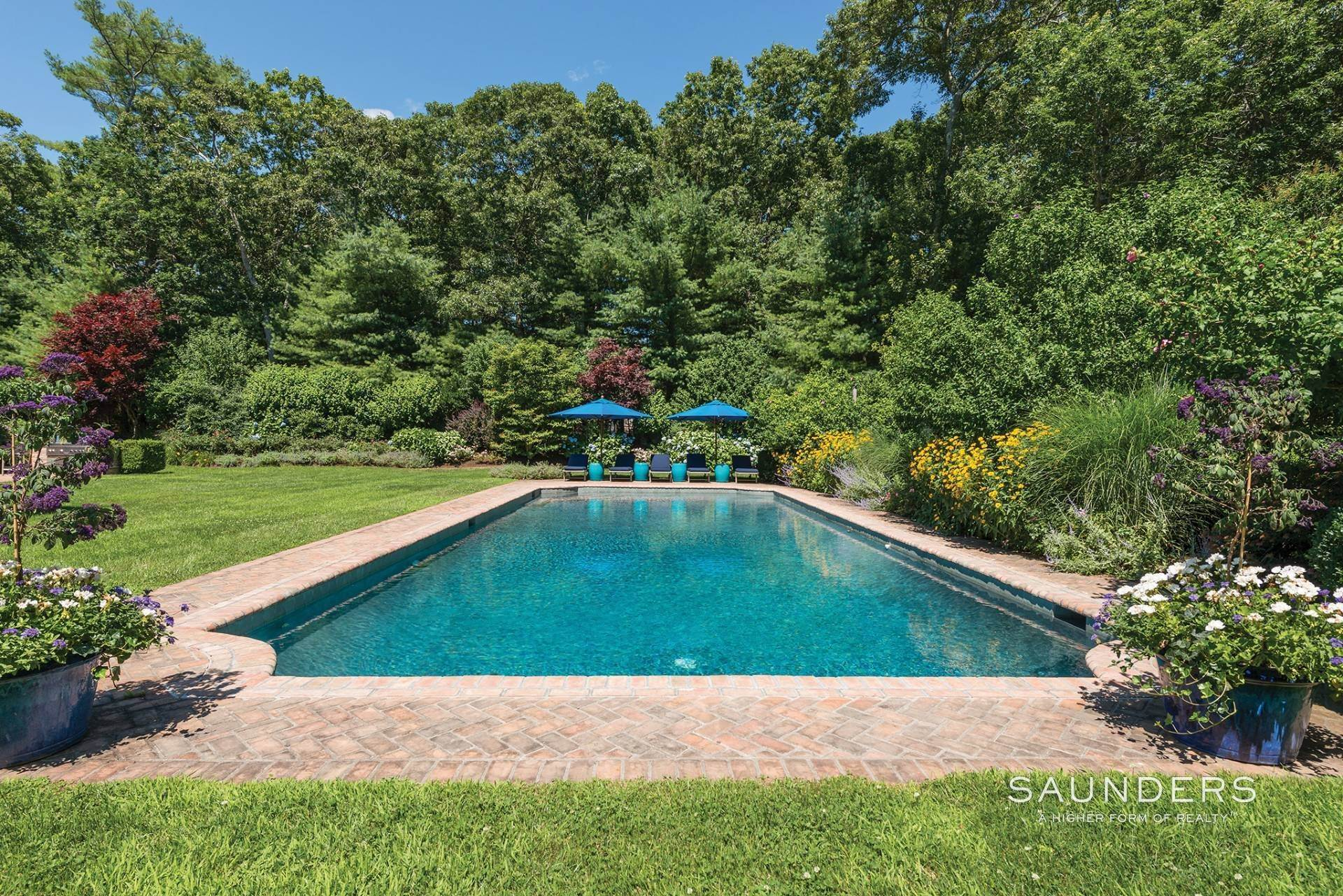 23. Single Family Homes at Have It All In East Hampton South 162 Cove Hollow Road, East Hampton, East Hampton Town, NY 11937