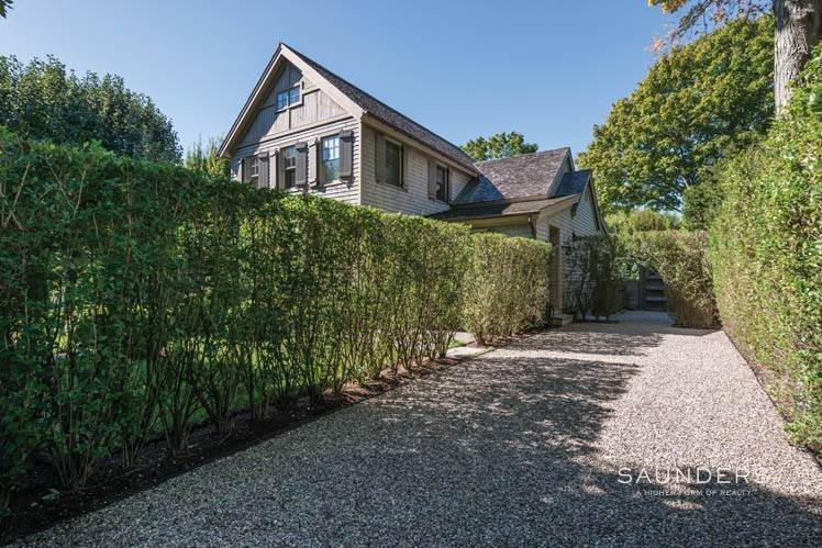 7. Single Family Homes at Magnificent Newer Home Close To Village And Water Sag Harbor, Southampton Town, NY 11963
