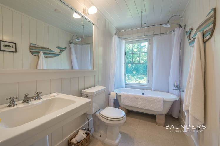 18. Single Family Homes at Magnificent Newer Home Close To Village And Water Sag Harbor, Southampton Town, NY 11963