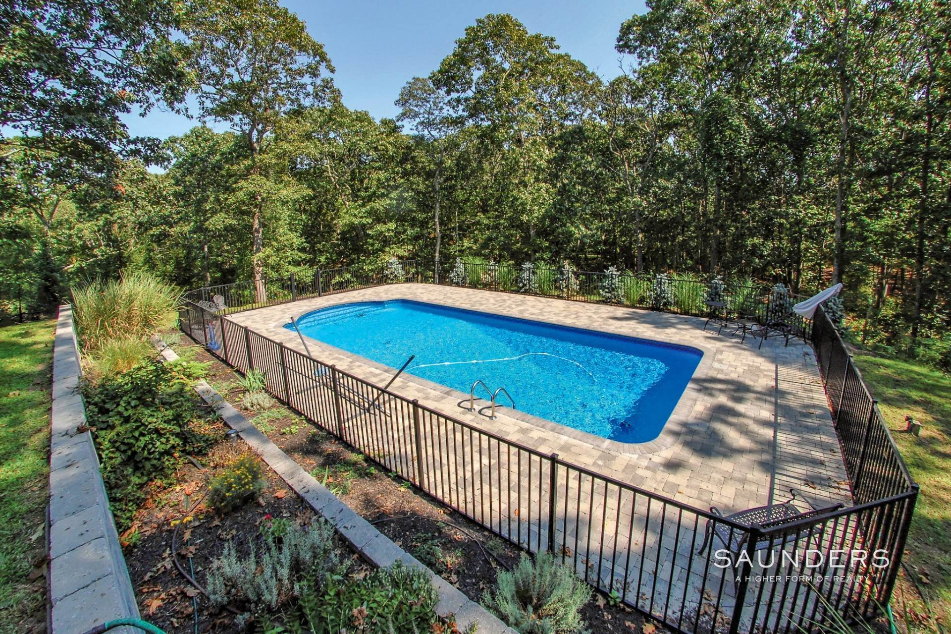7. Single Family Homes for Sale at Shelter Island Tranquil Traditional With Pool Near Beach 25 Lakeview Drive, Shelter Island, NY 11964
