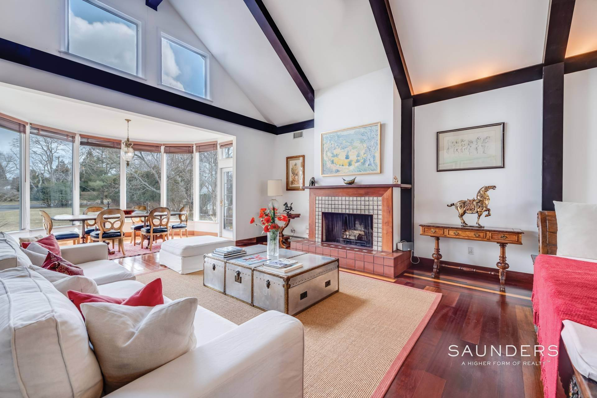3. Single Family Homes at Lee Avenue Elegance Southampton, Southampton Town, NY 11968