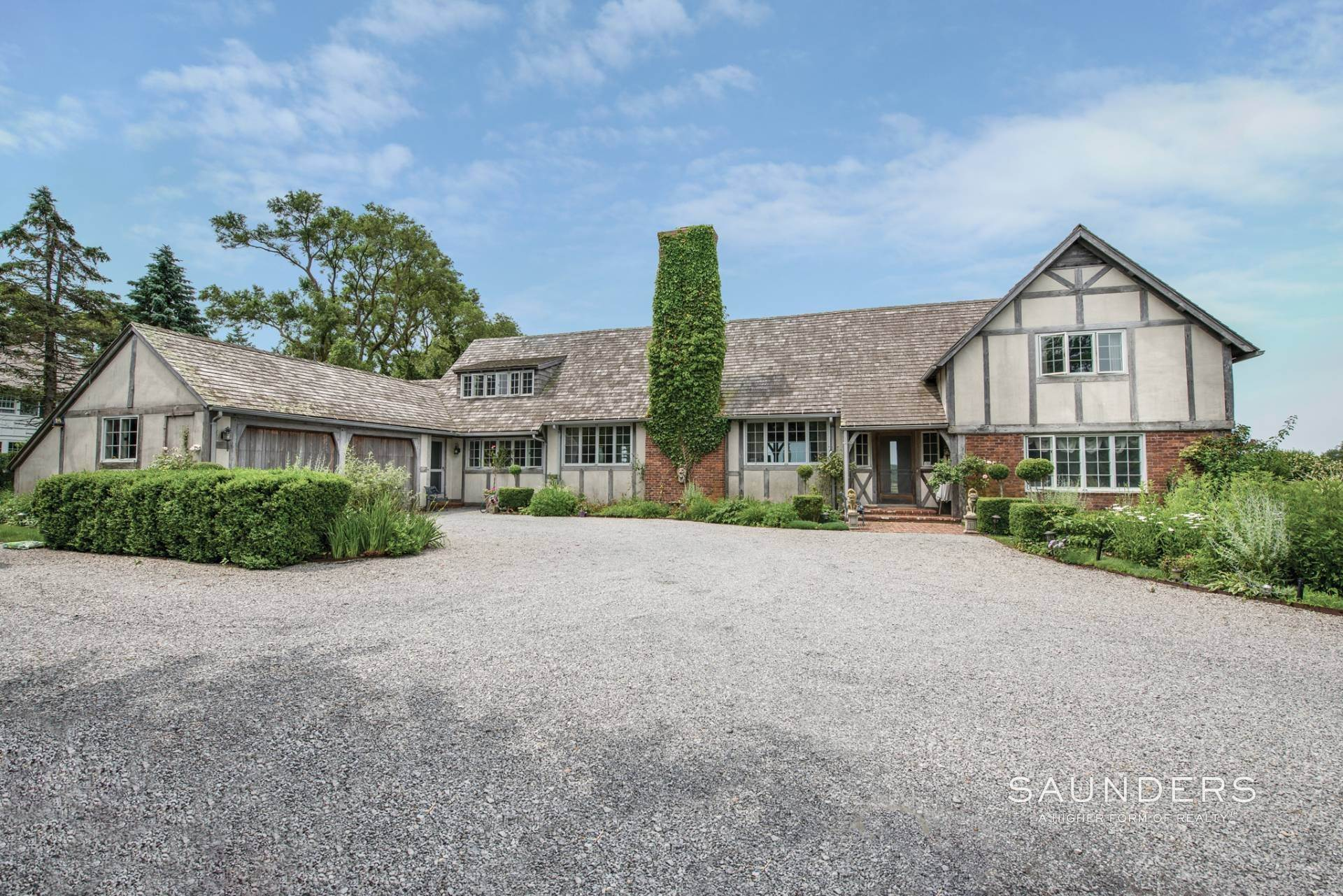 2. Single Family Homes at Paradise By The Sea East Hampton, East Hampton Town, NY 11937