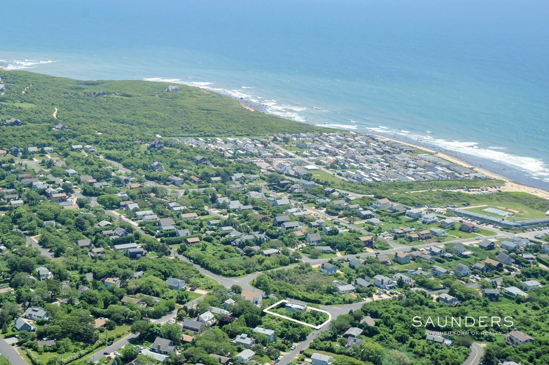 Single Family Homes at Ditch Plains Beach House Minutes To The Ocean Montauk, East Hampton Town, NY 11954